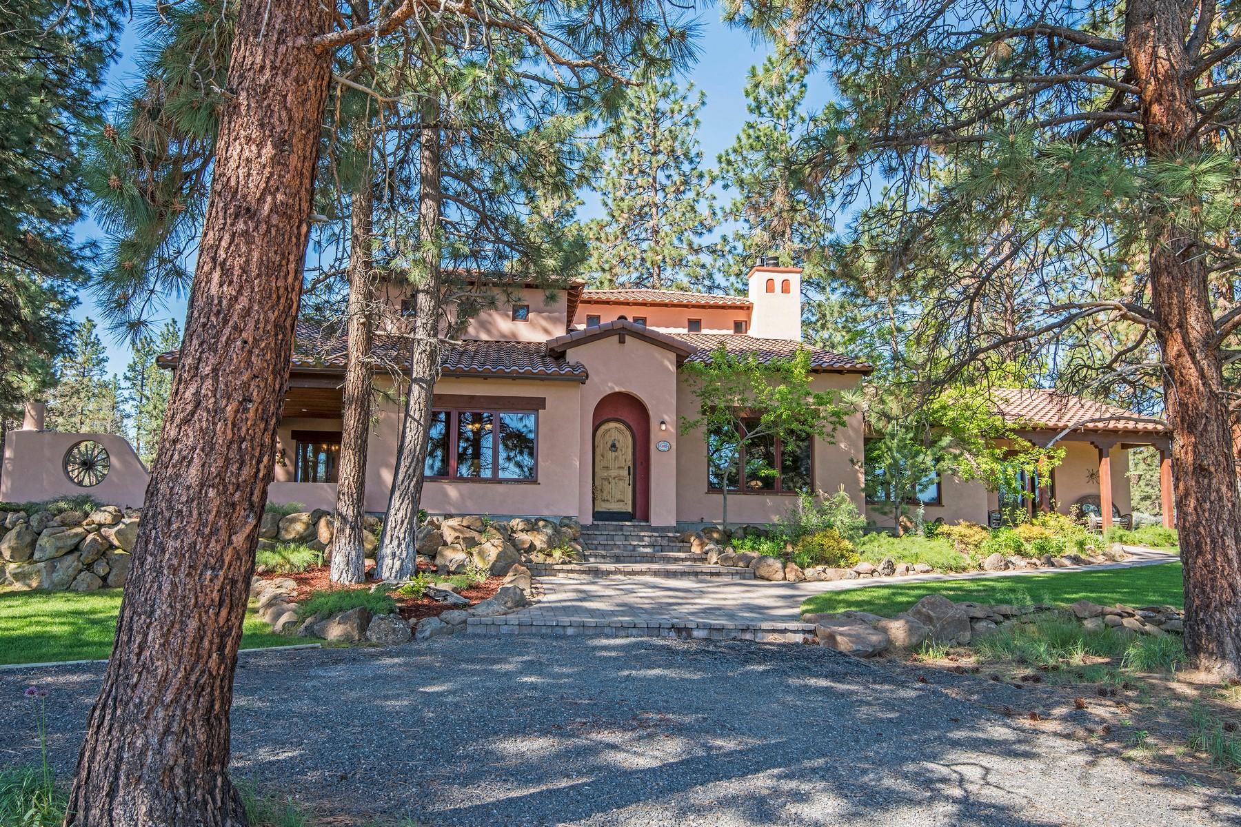 Single Family Homes pour l Vente à 16747 Old Military Drive Sisters, OR Sisters, Oregon 97759 États-Unis