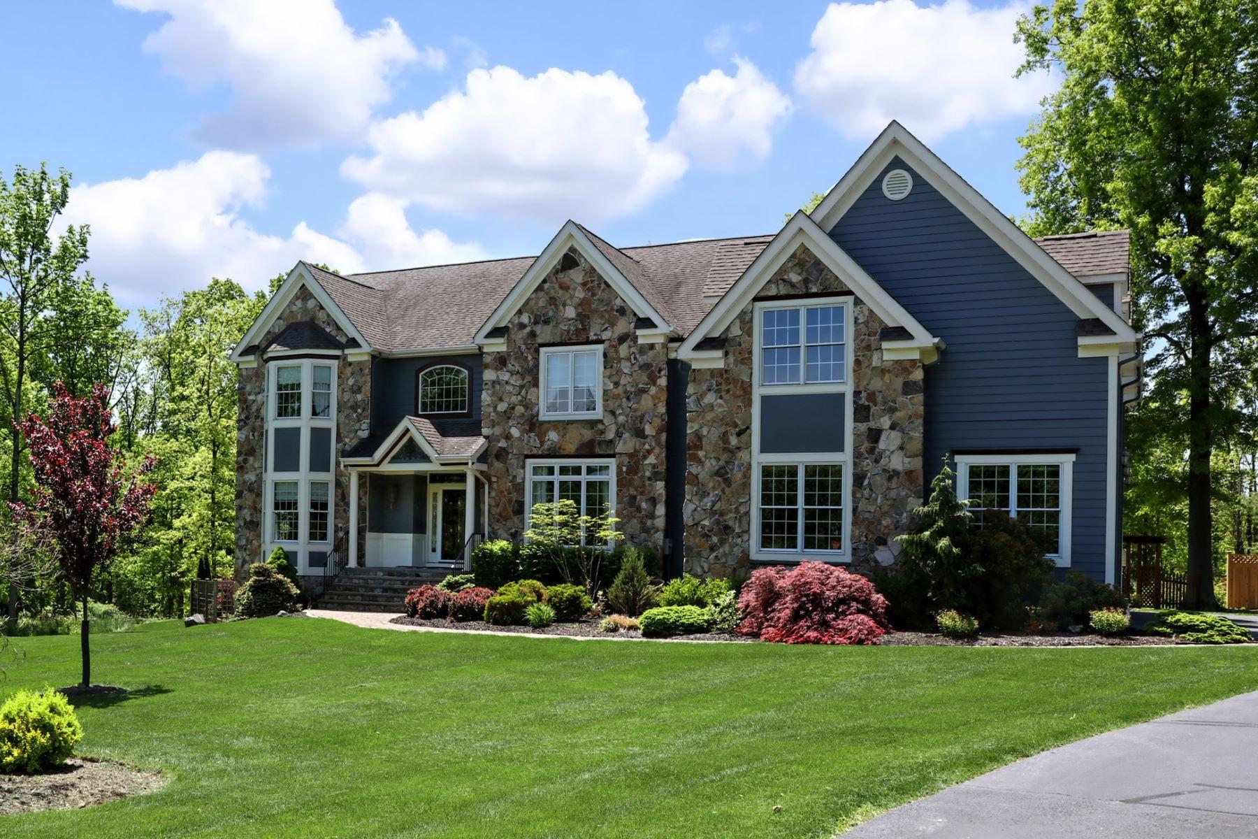 独户住宅 为 销售 在 An Executive-Style Retreat Near Flemington 33 Oak Grove Road, 夫雷明顿, 新泽西州 08822 美国在/周边: Raritan Township