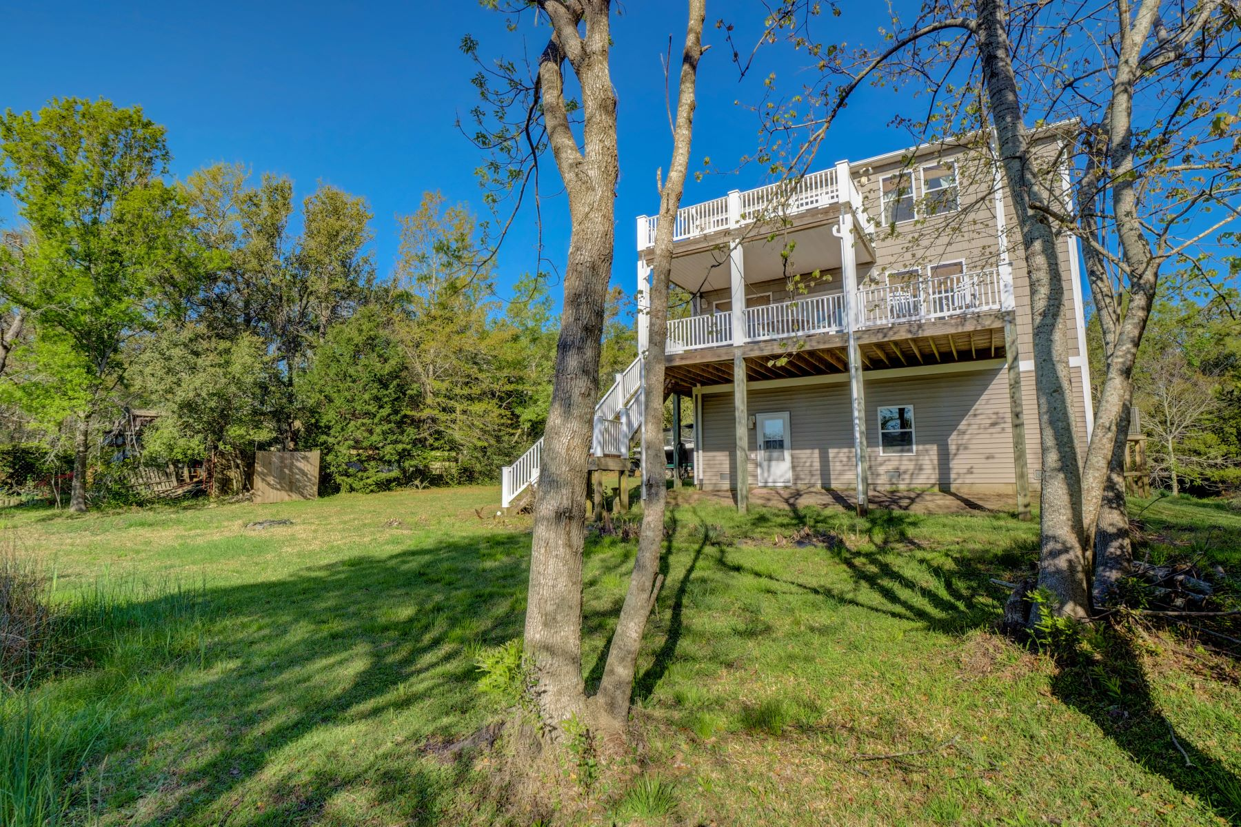 Single Family Homes for Sale at Beautifully Crafted Coastal Family Home 409 Brierwood Trail Hampstead, North Carolina 28443 United States