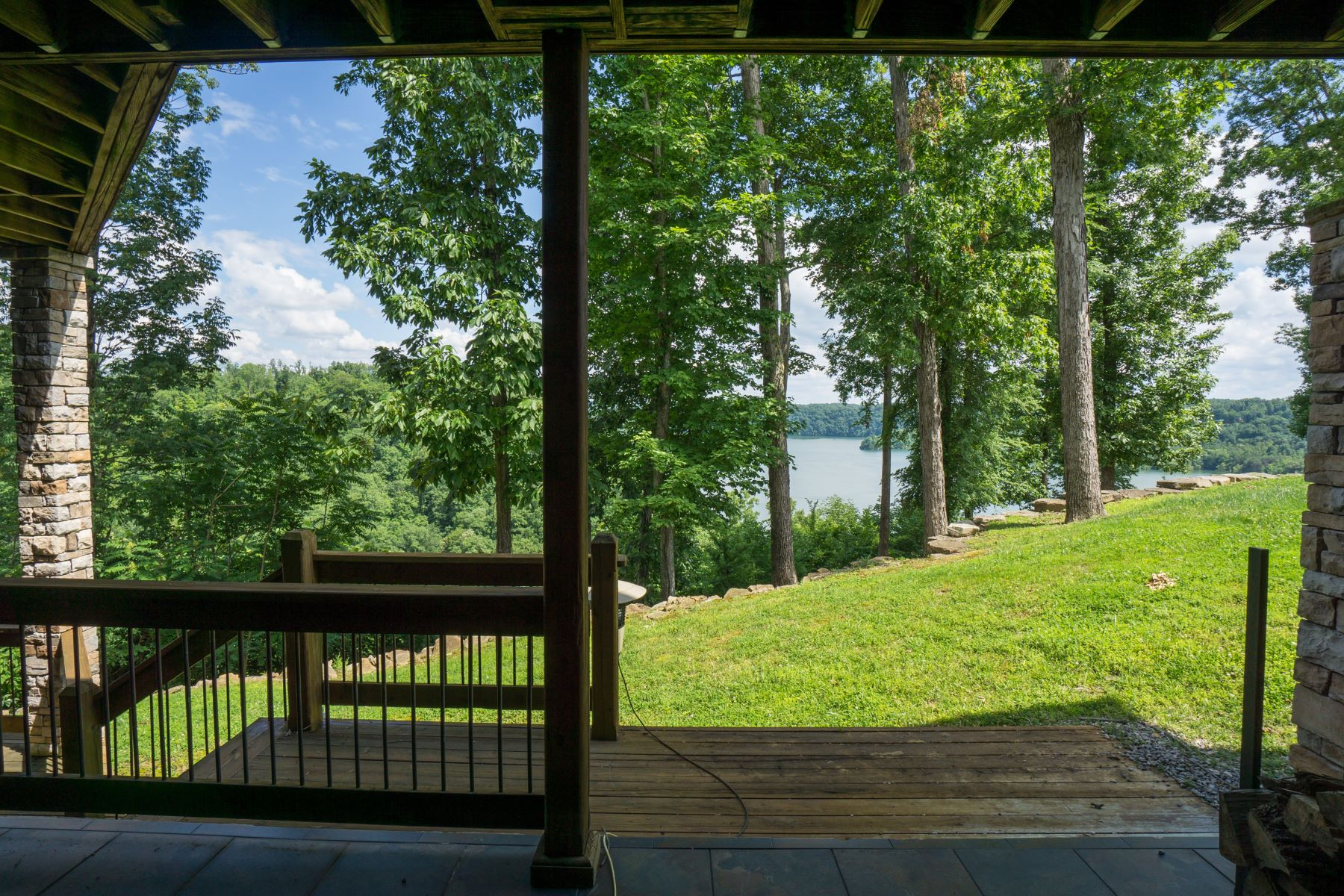 Additional photo for property listing at 390 Eagle Point Drive  Albany, Kentucky 42602 United States