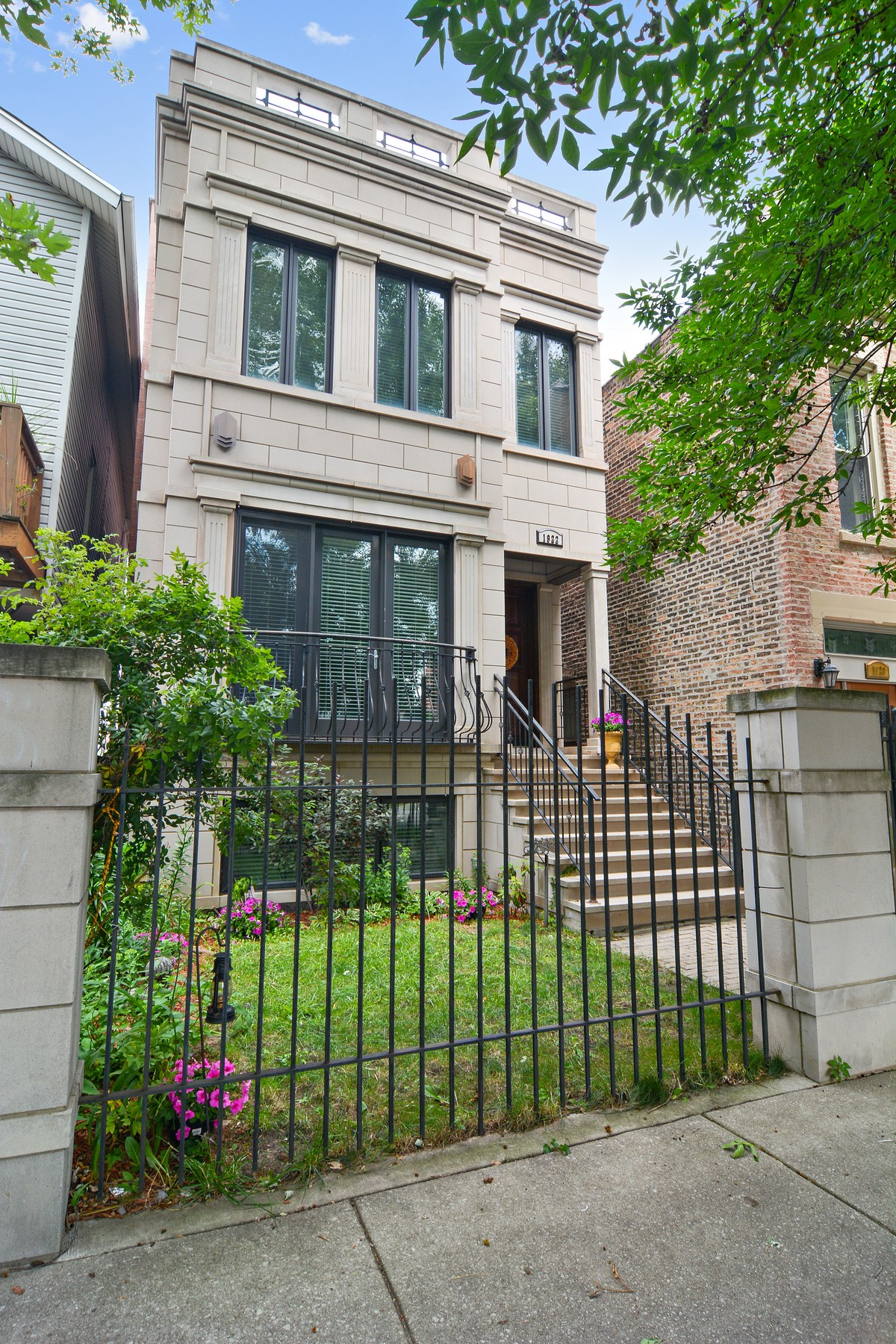 Single Family Home for Sale at Gorgeous Traditional Greystone 1922 W Ohio Street Chicago, Illinois 60622 United States