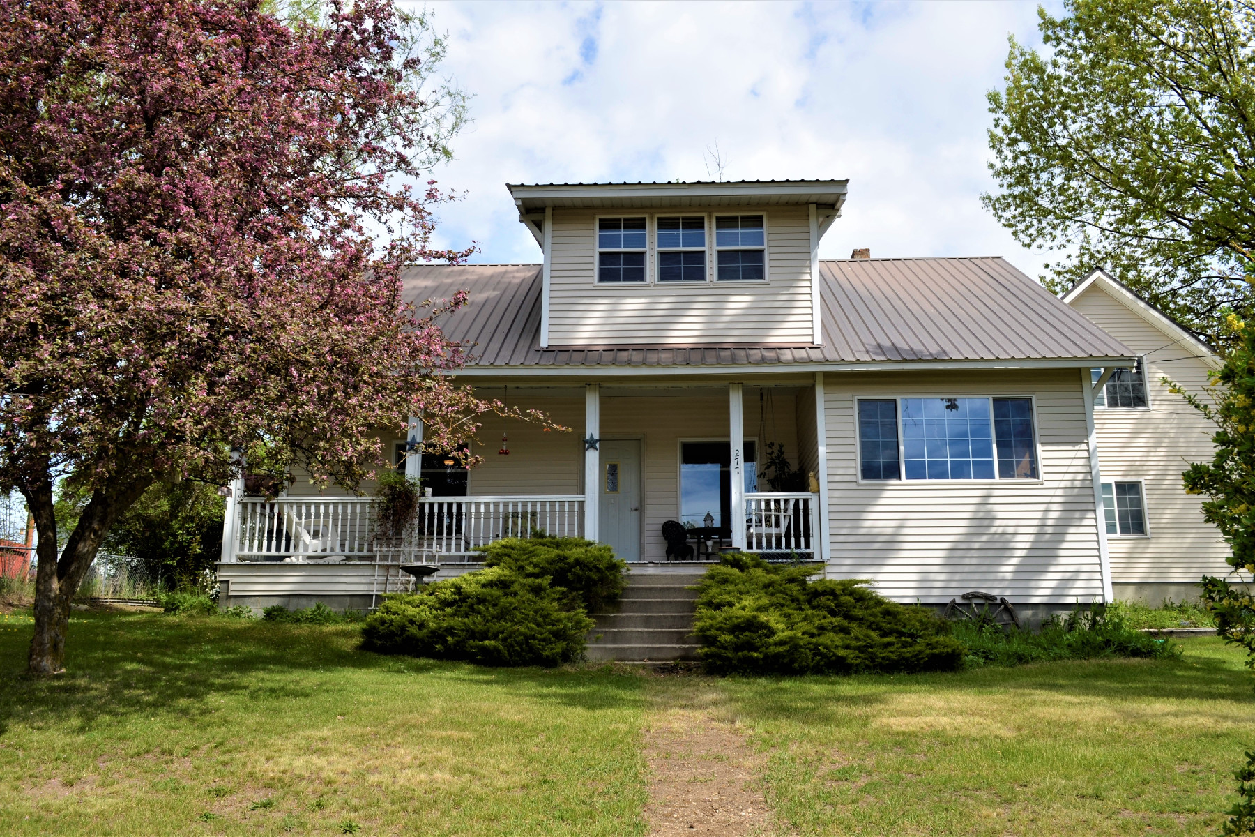 Single Family Homes for Active at Beautiful craftsman home 277 Summitt Priest River, Idaho 83856 United States