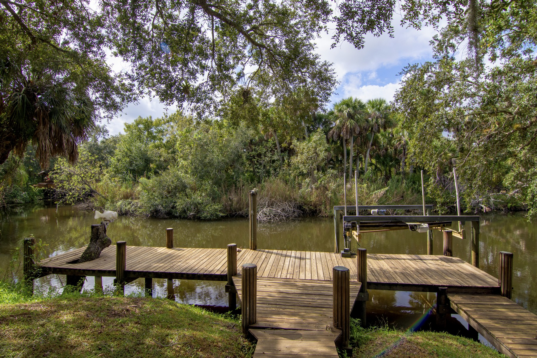 Additional photo for property listing at Waterfront Paradise, Private Dock 548 Cross Creek Circle Sebastian, Florida 32958 United States