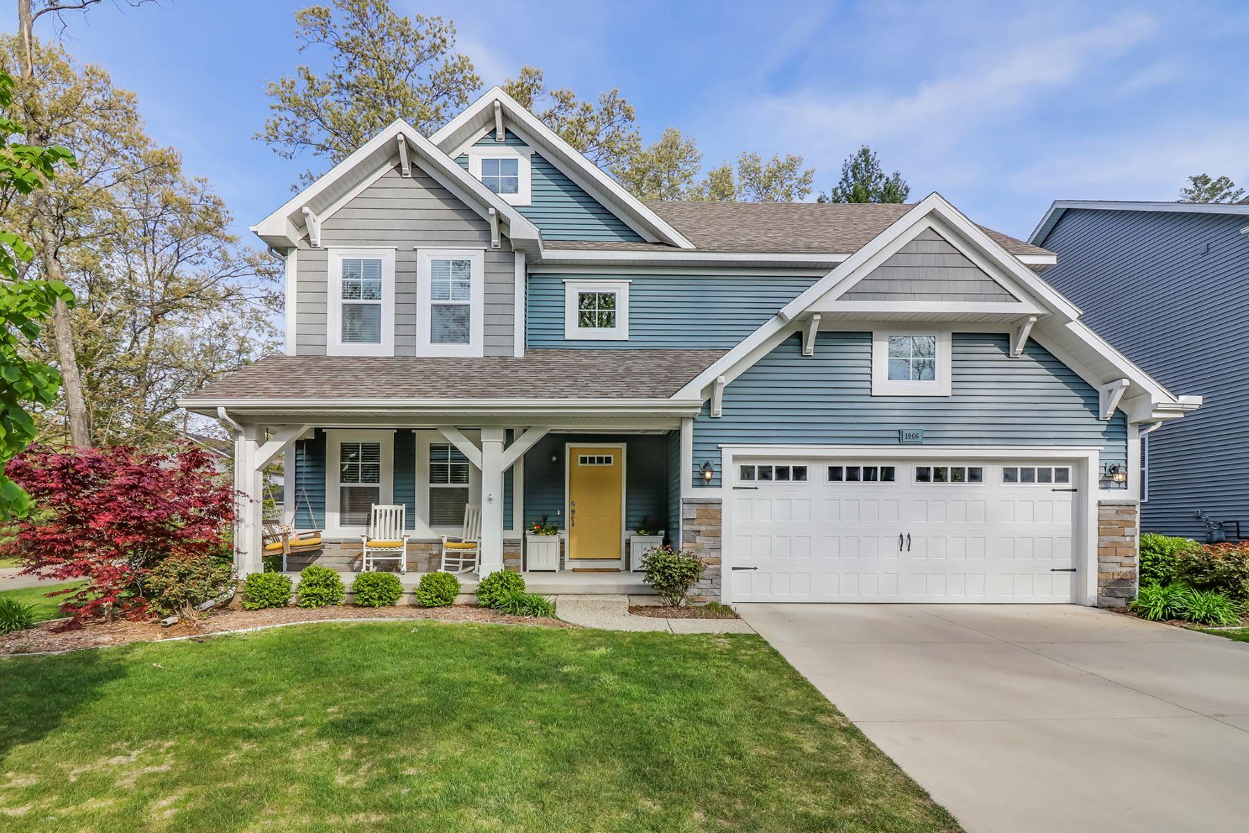 独户住宅 为 销售 在 Intriguing Vacation Perfection, to Live In or Rent Out! 1966 Chippewa Drive 霍德兰, 密歇根州, 49424 美国