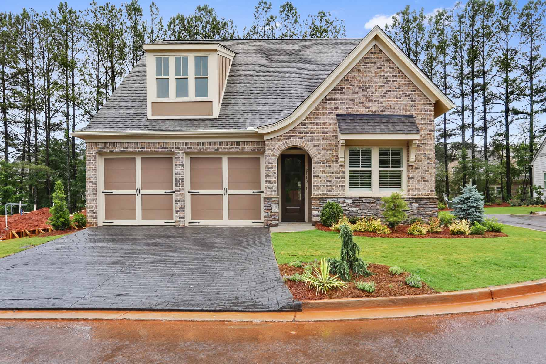 Casa Unifamiliar por un Venta en Enjoy Luxury Maintenance Free Living 309 Little Pine Lane Woodstock, Georgia, 30188 Estados Unidos