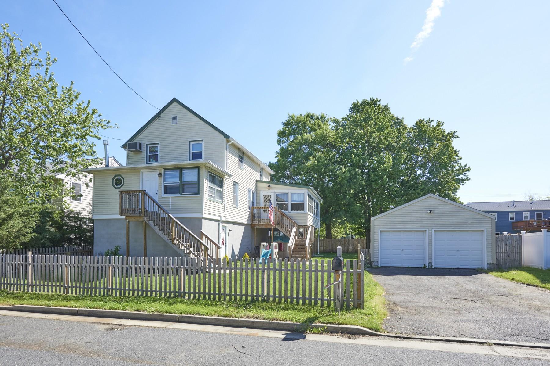 Single Family Homes для того Продажа на 18 1st Avenue, Port Monmouth Port Monmouth, Нью-Джерси 07758 Соединенные Штаты