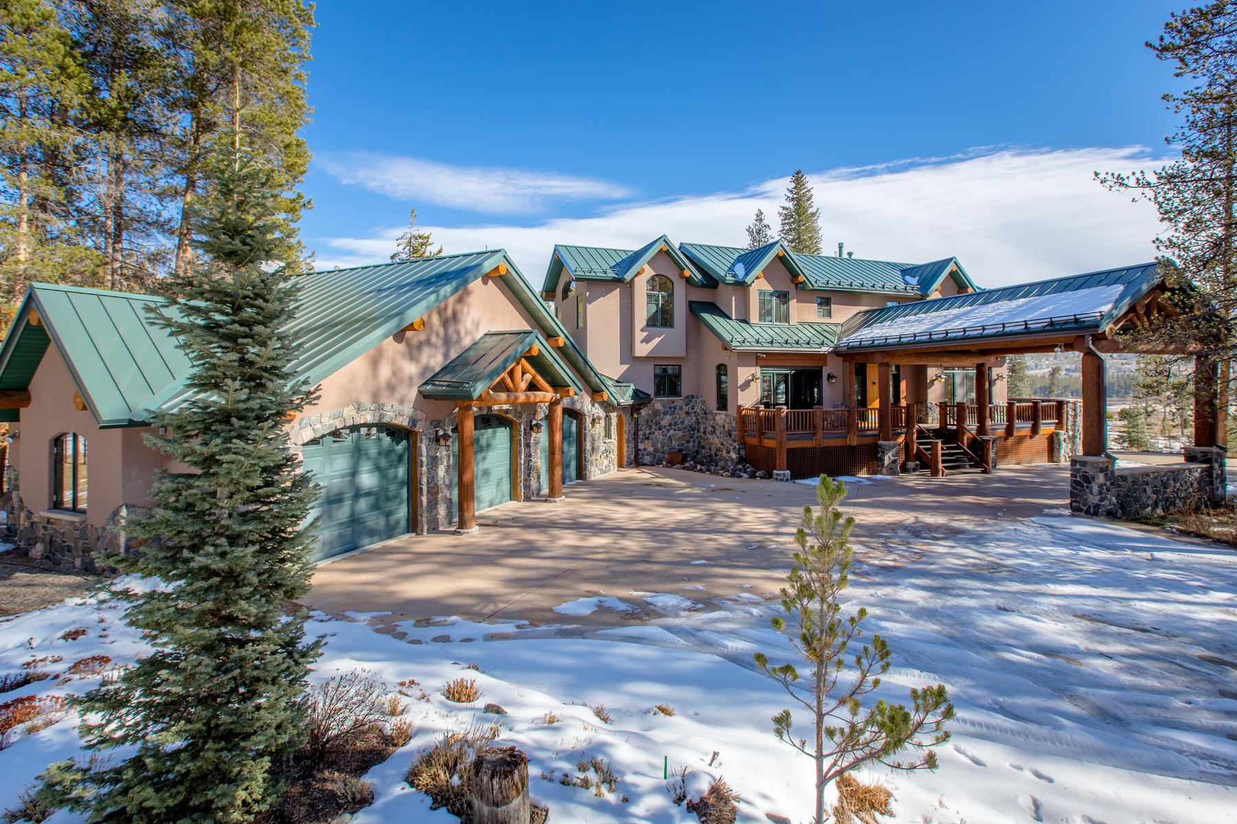 Single Family Home for Active at Enjoy mountain lifestyle with this stunning custom home nestled on 3.23 acres! 25 Browsing Meadow Fraser, Colorado 80442 United States