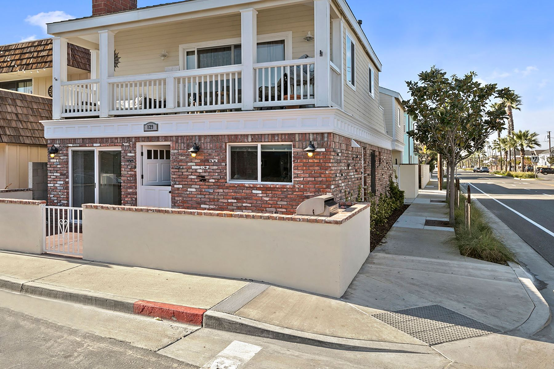 sales property at 129 40th St