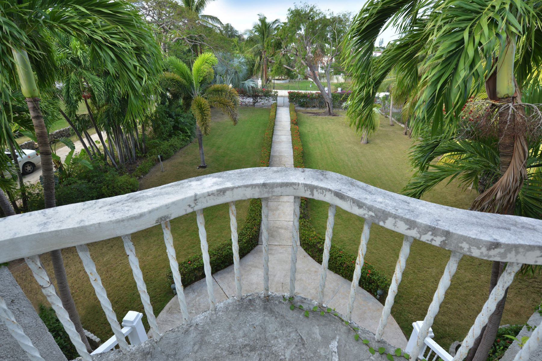 Additional photo for property listing at Shirley Slope off Shirley Street Downtown, Nueva Providencia / Nassau Bahamas