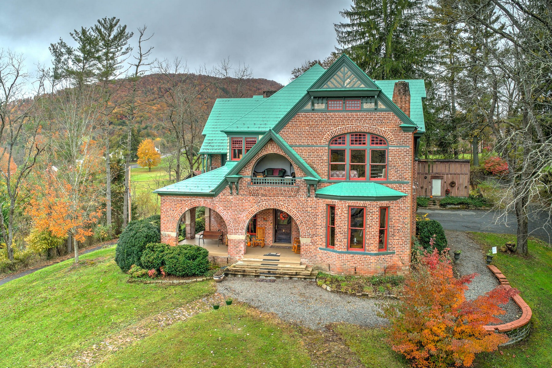Single Family Homes للـ Sale في Prospect Hill Bed & Breakfast 801 W. Main Street, Mountain City, Tennessee 37683 United States