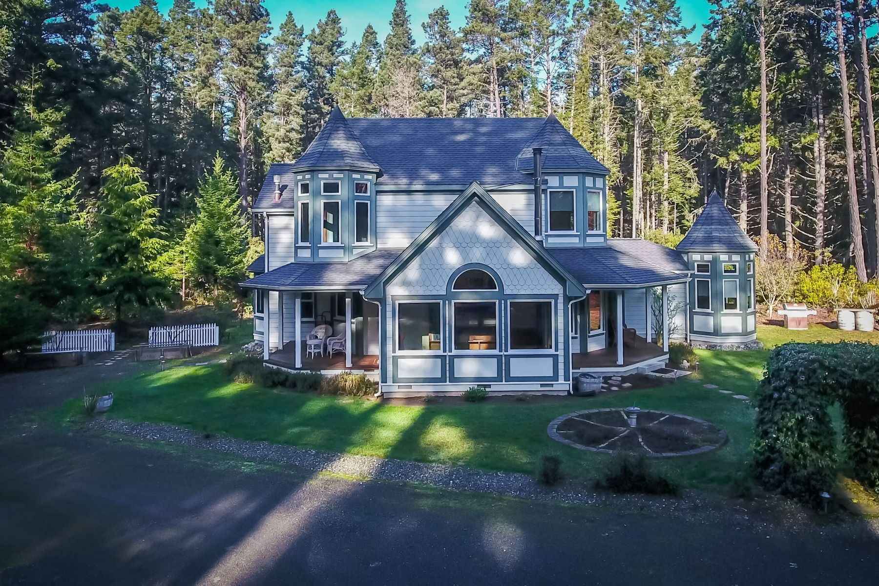 Additional photo for property listing at Mendocino Victorian 13301 Sea Pines Lane Mendocino, California 95460 United States