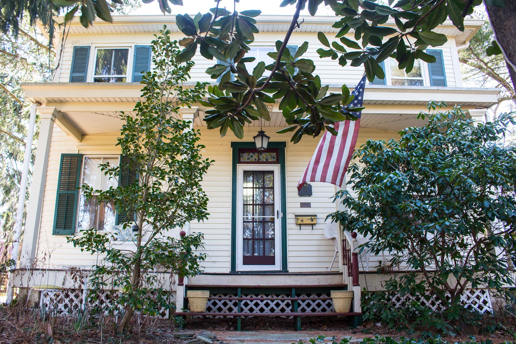 独户住宅 为 销售 在 586 Prospect Ave. 小银镇, 新泽西州 07739 美国
