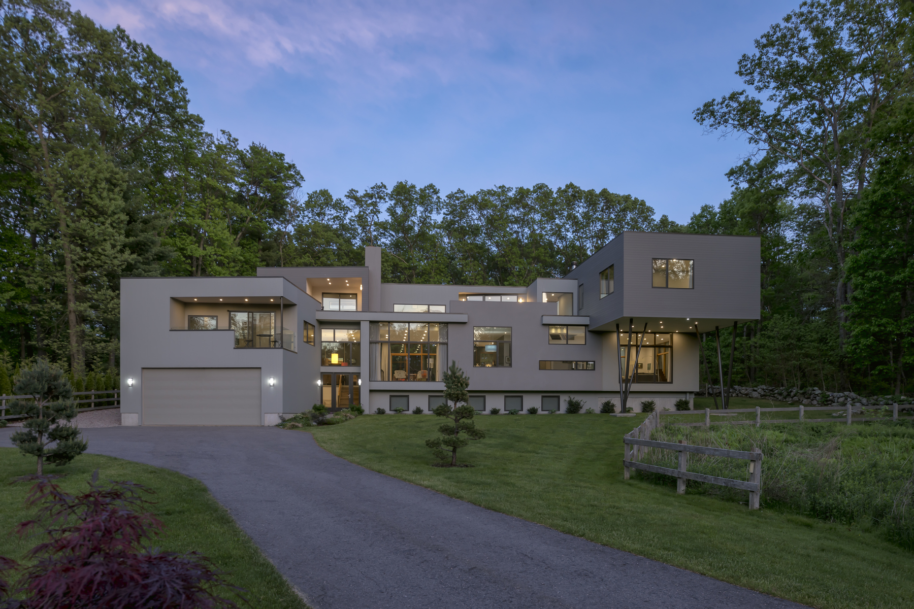 Casa Unifamiliar por un Venta en Contemporary Masterpiece Situated On 2.15 Private And Pristine Acres 120 Governor Stoughton Lane Milton, Massachusetts 02186 Estados Unidos