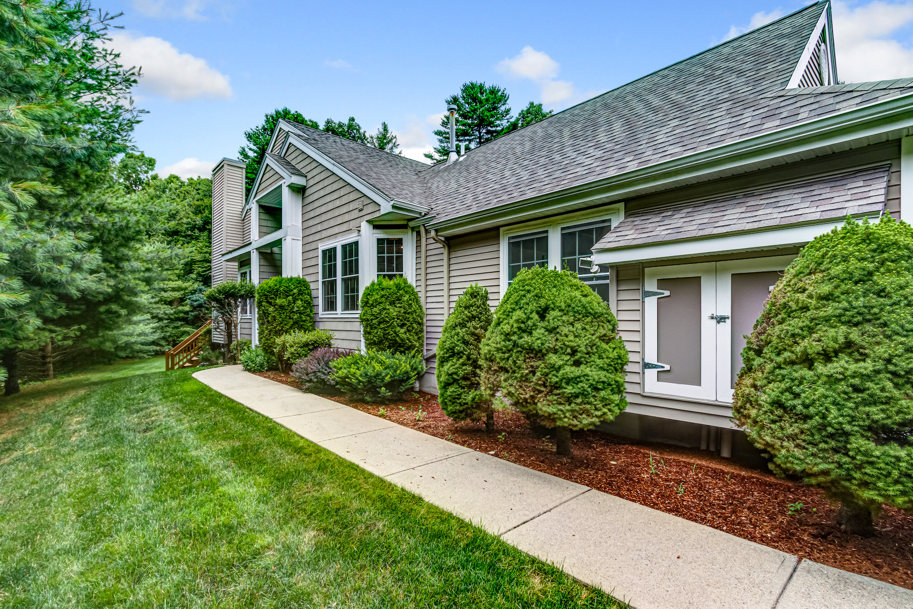 townhouses for Sale at Well Cared For Townhouse - Forest Hills Community 133 Lordvale Blvd, Unit 133 Grafton, Massachusetts 01536 United States