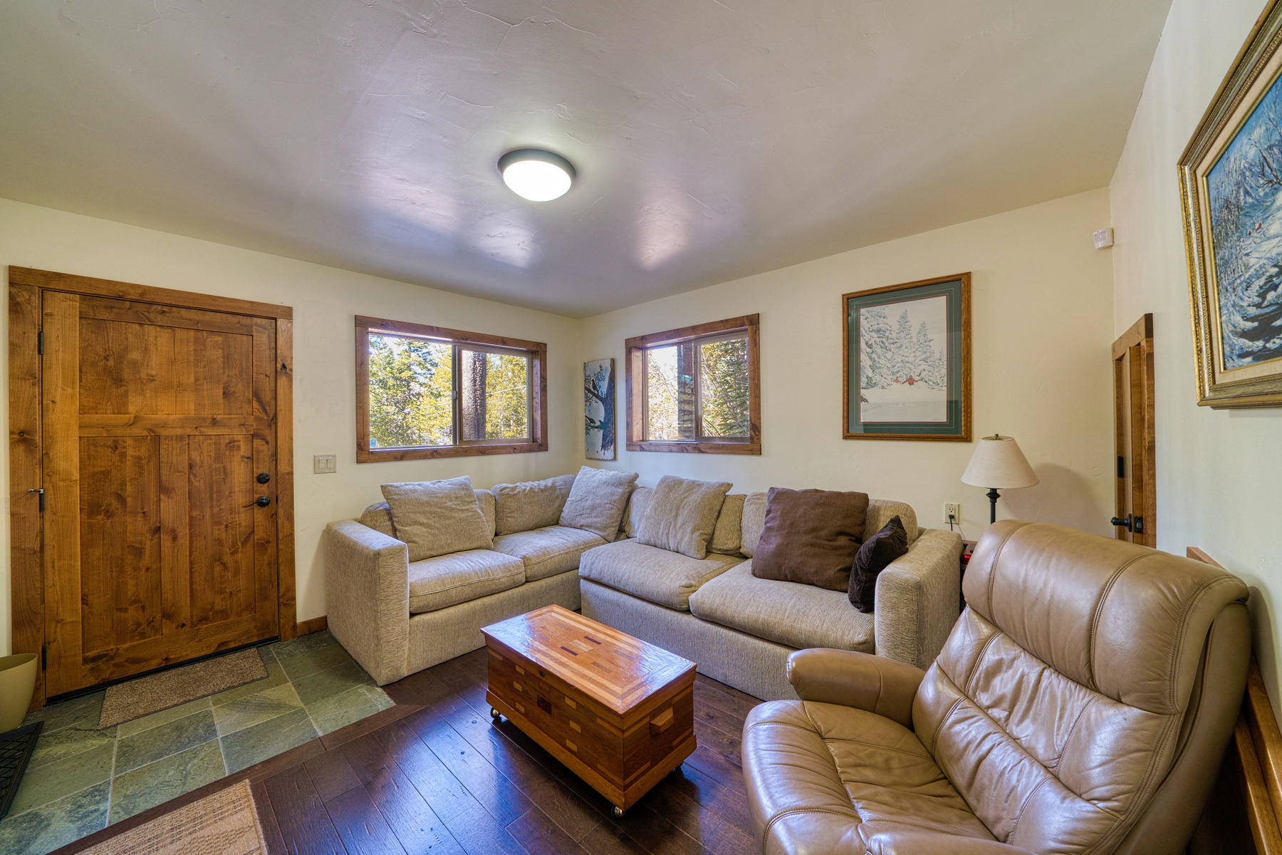 Additional photo for property listing at Stunning South Tahoe Mountain Home 1561 Thunderbird Drive 南太浩湖, 加利福尼亚州 96150 美国