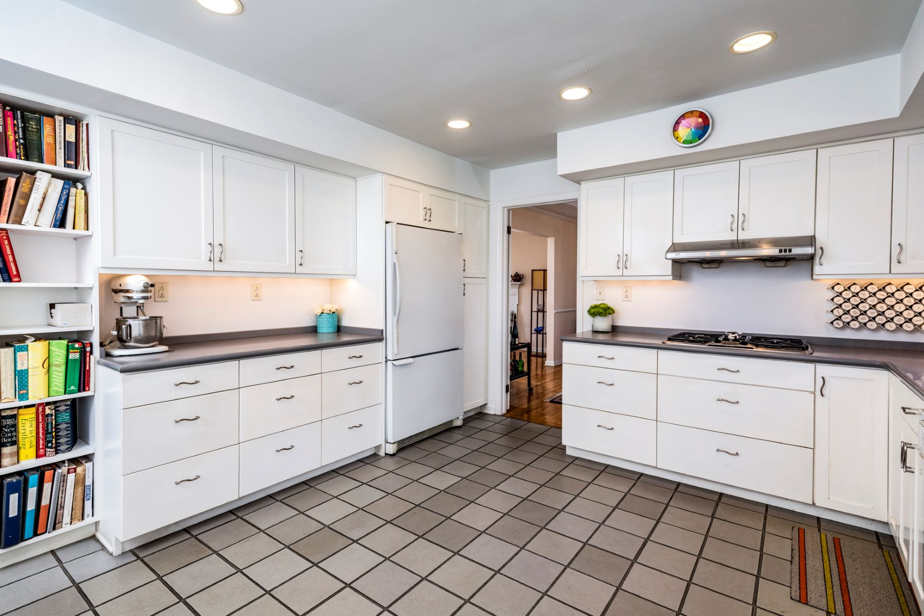 Additional photo for property listing at Wonderful Practicality and Comfort, Right in Town 46 Terhune Road, Princeton, New Jersey 08540 United States