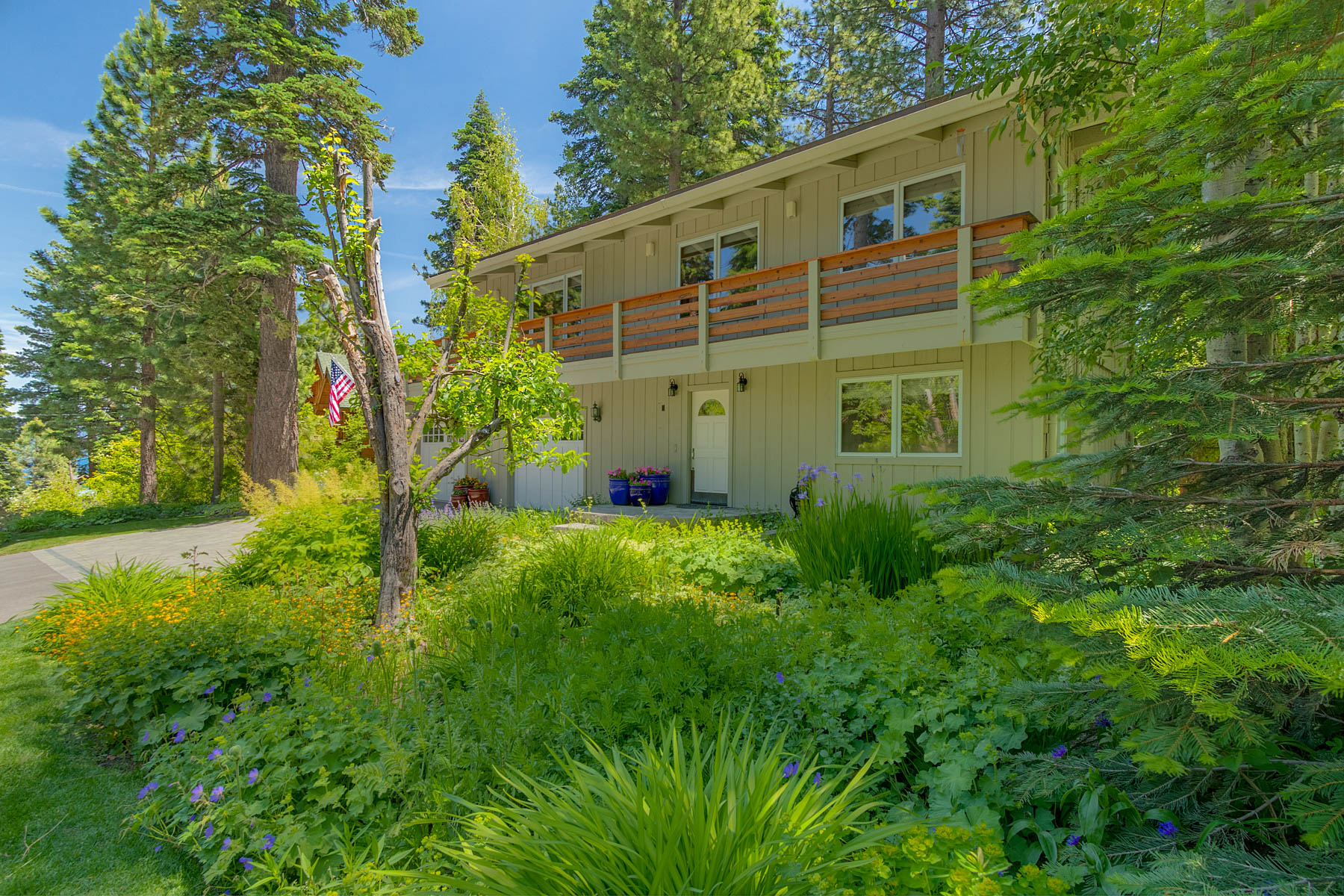 Single Family Homes por un Venta en 208 Observation Drive, Tahoe City, CA 96145 208 Observation Drive Tahoe City, California 96145 Estados Unidos