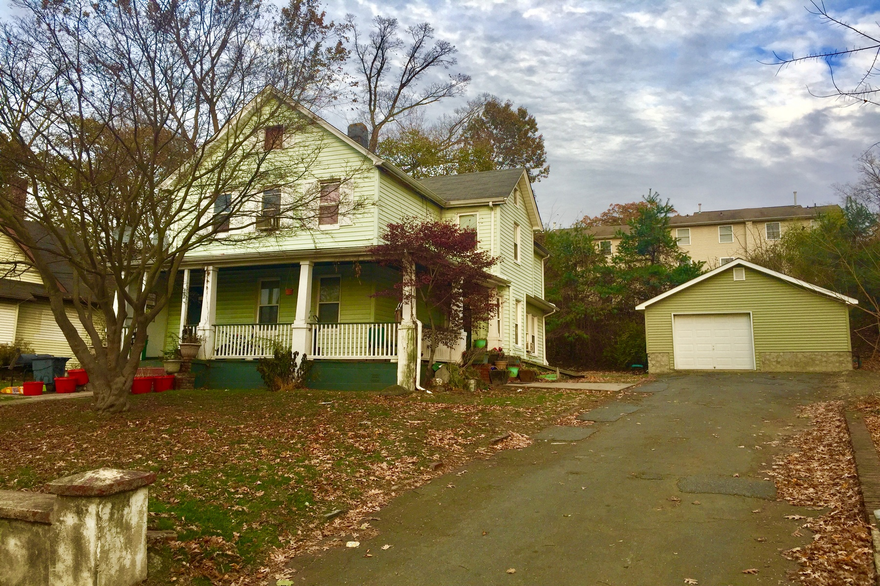 Multi-Family Homes für Verkauf beim Fantastic Two Family Home 122 Lake St, Spring Valley, New York 10977 Vereinigte Staaten