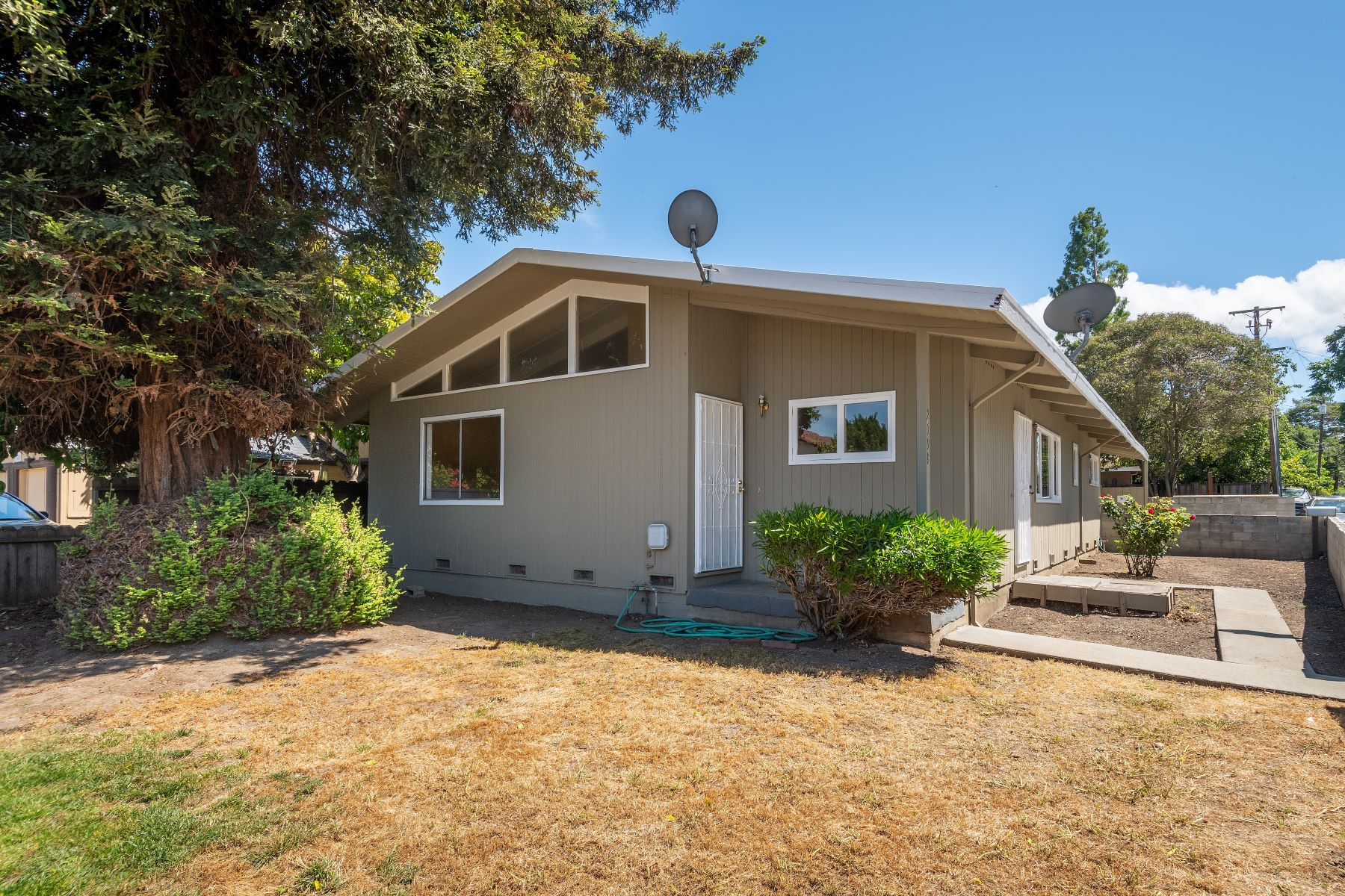 Single Family Homes for Sale at Opportunity Knocks for a Fixer Upper with Great Potential 2398 Palo Verde Avenue East Palo Alto, California 94303 United States