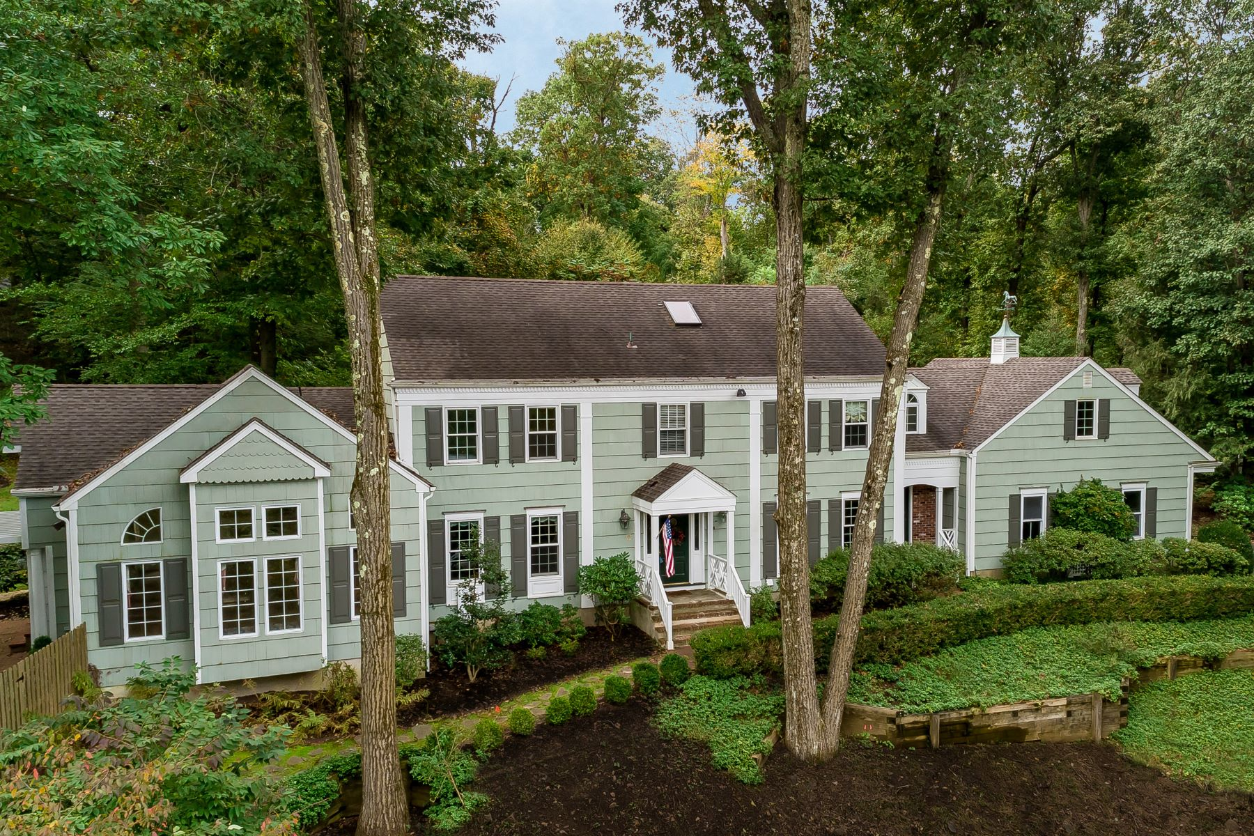 Single Family Home for Sale at Delightful Colonial 154 Deer Ridge Road, Basking Ridge, New Jersey 07920 United States