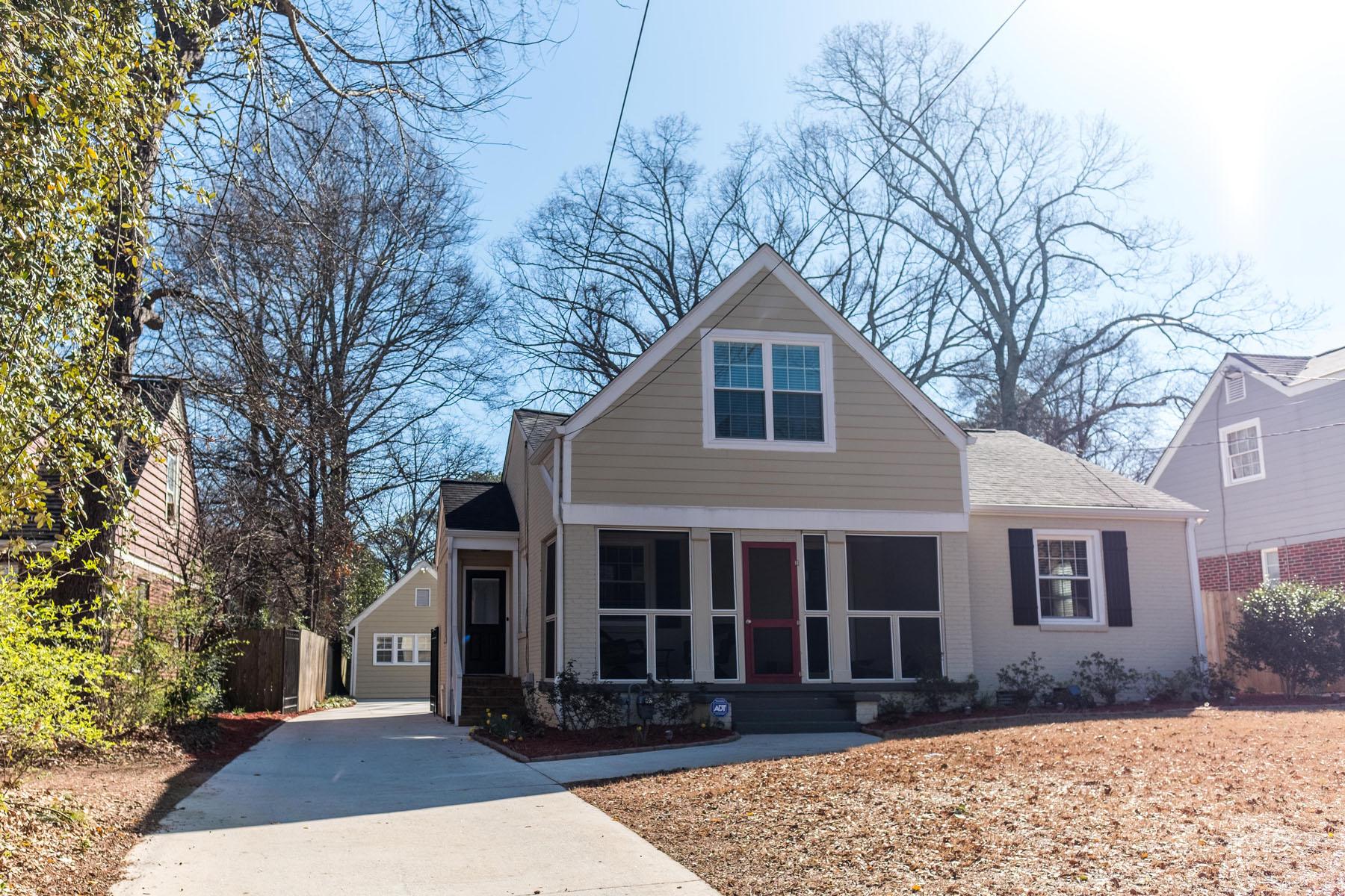 Casa para uma família para Venda às East Lake Bungalow with Guest House 33 Candler Road NE East Lake, Atlanta, Geórgia, 30317 Estados Unidos