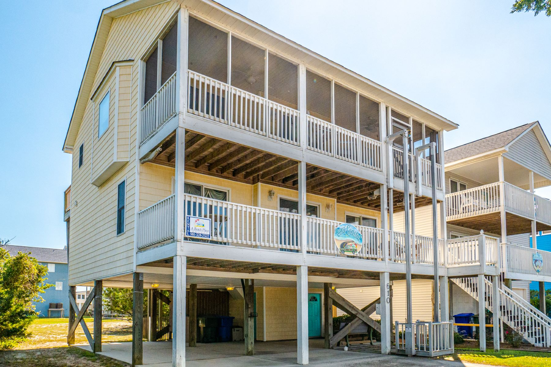 Single Family Homes 为 销售 在 Delightful Home in the Heart of Surf City 610 S Topsail Dr., Surf City, 北卡罗来纳州 28445 美国
