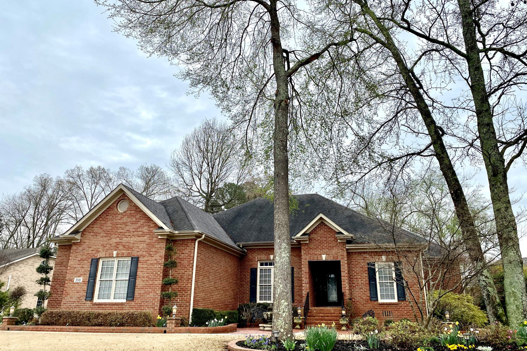Single Family Homes para Venda às 108 Holbrook Drive Huntsville, Alabama 35806 Estados Unidos