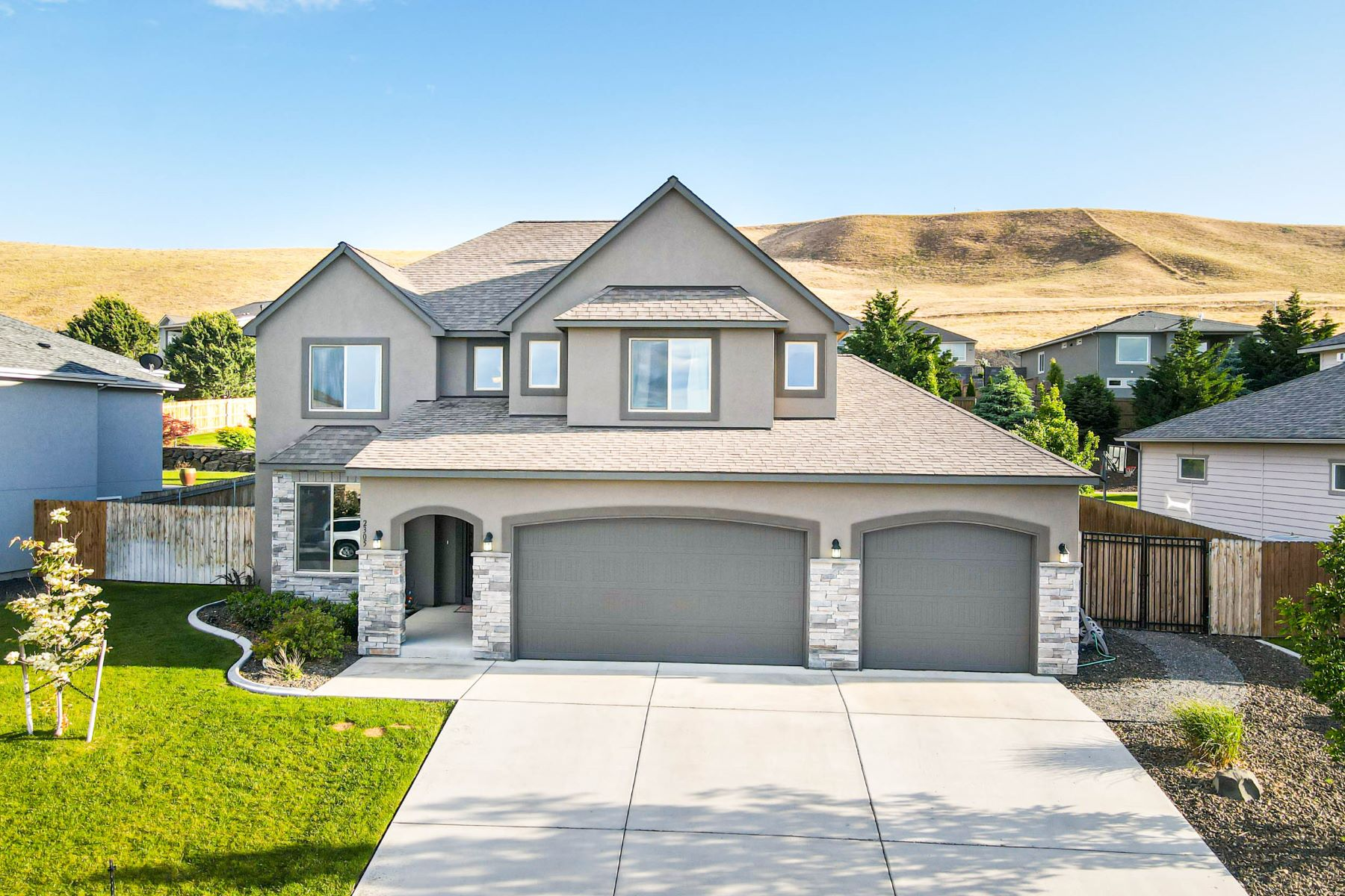 Single Family Homes 為 出售 在 2 Master Suites 2305 W 50th Avenue, Kennewick, 華盛頓州 99337 美國