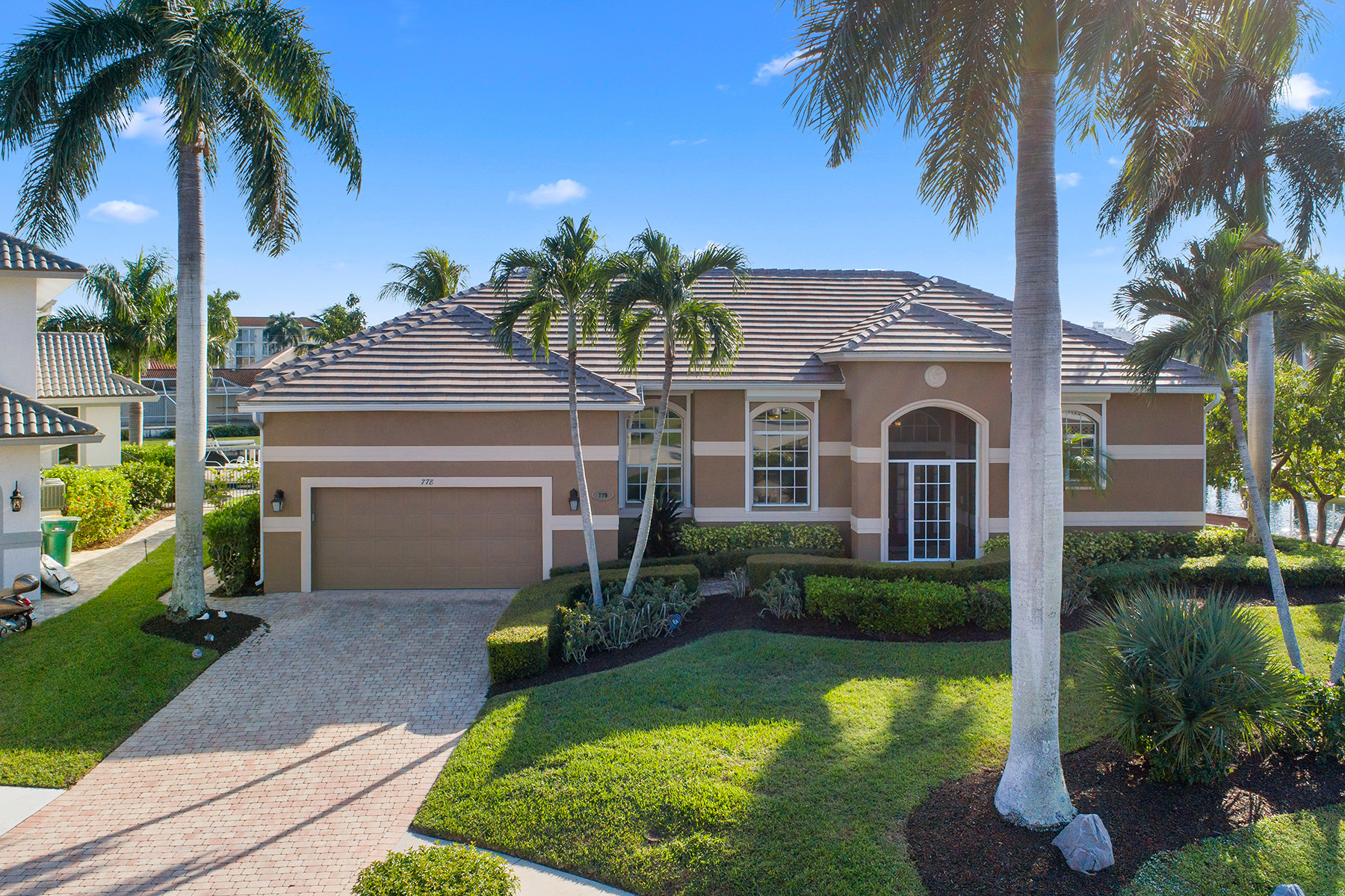 Single Family Homes 为 销售 在 MARCO ISLAND 778 Pelican Court 马可岛, 佛罗里达州 34145 美国