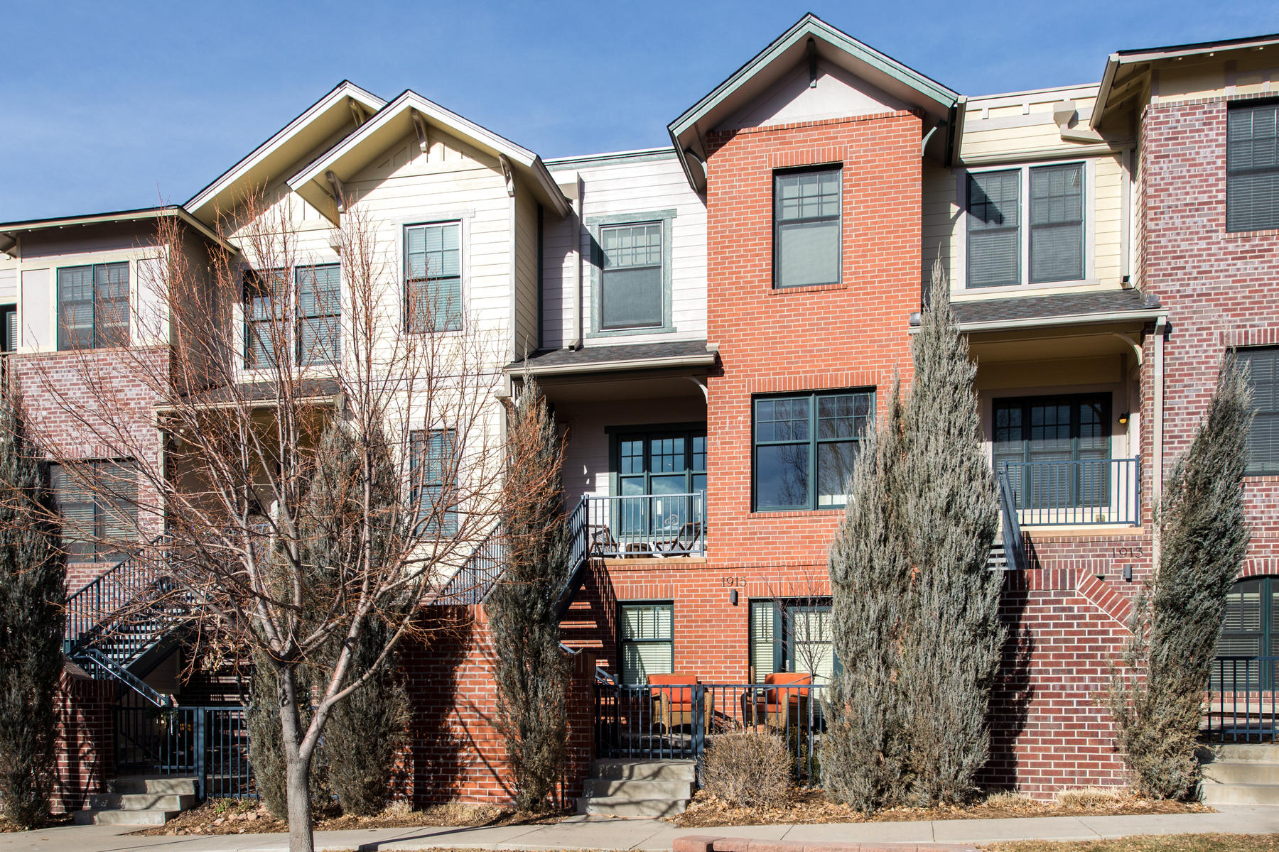 Townhouse for Active at 1915 W. Lilley Ave. 1915 W. Lilley Ave. Littleton, Colorado 80120 United States