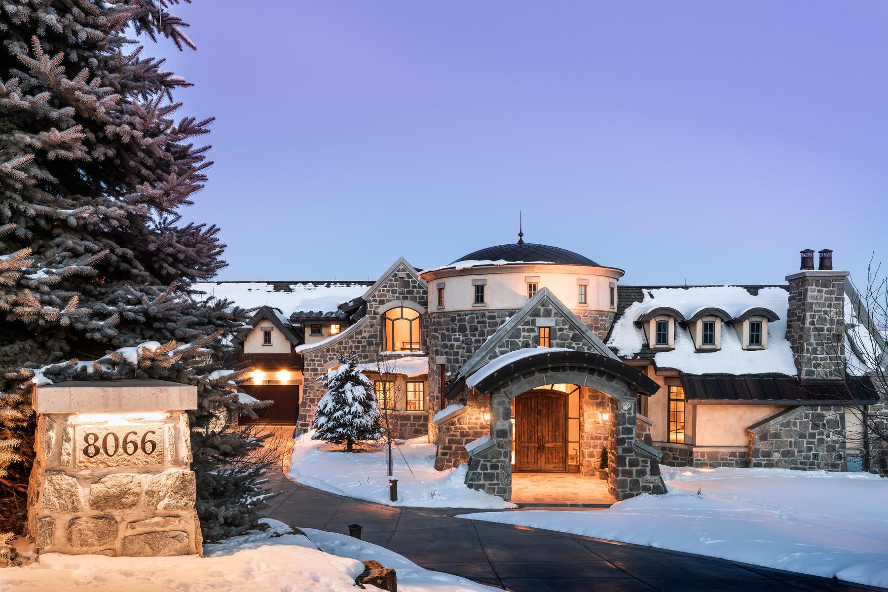 Single Family Homes para Venda às Upwall Designed Estate In Glenwild Golf Club 8066 N Red Fox Ct, Park City, Utah 84098 Estados Unidos