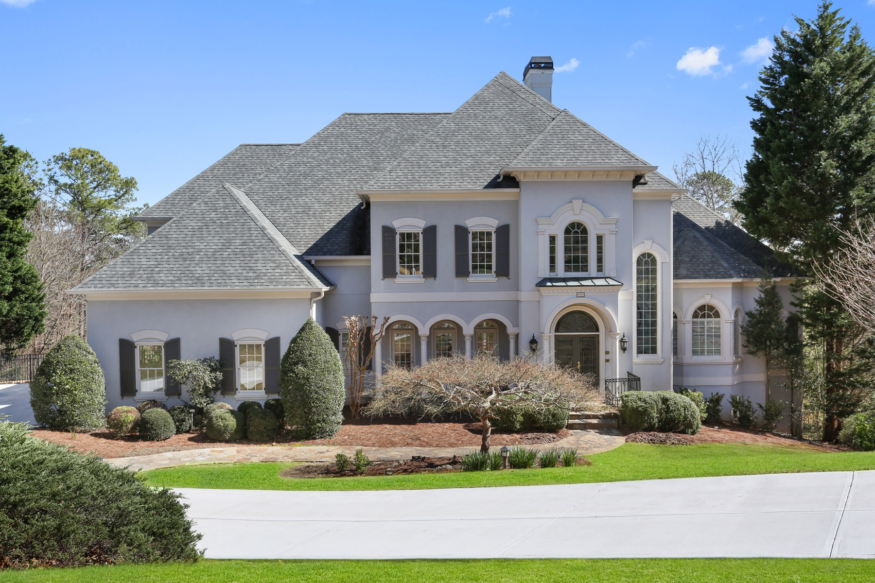 Additional photo for property listing at Exceptional Country Club of the South Estate Home with Sweeping Natural Skyline 8930 Old Southwick Pass Alpharetta, Georgia 30022 United States