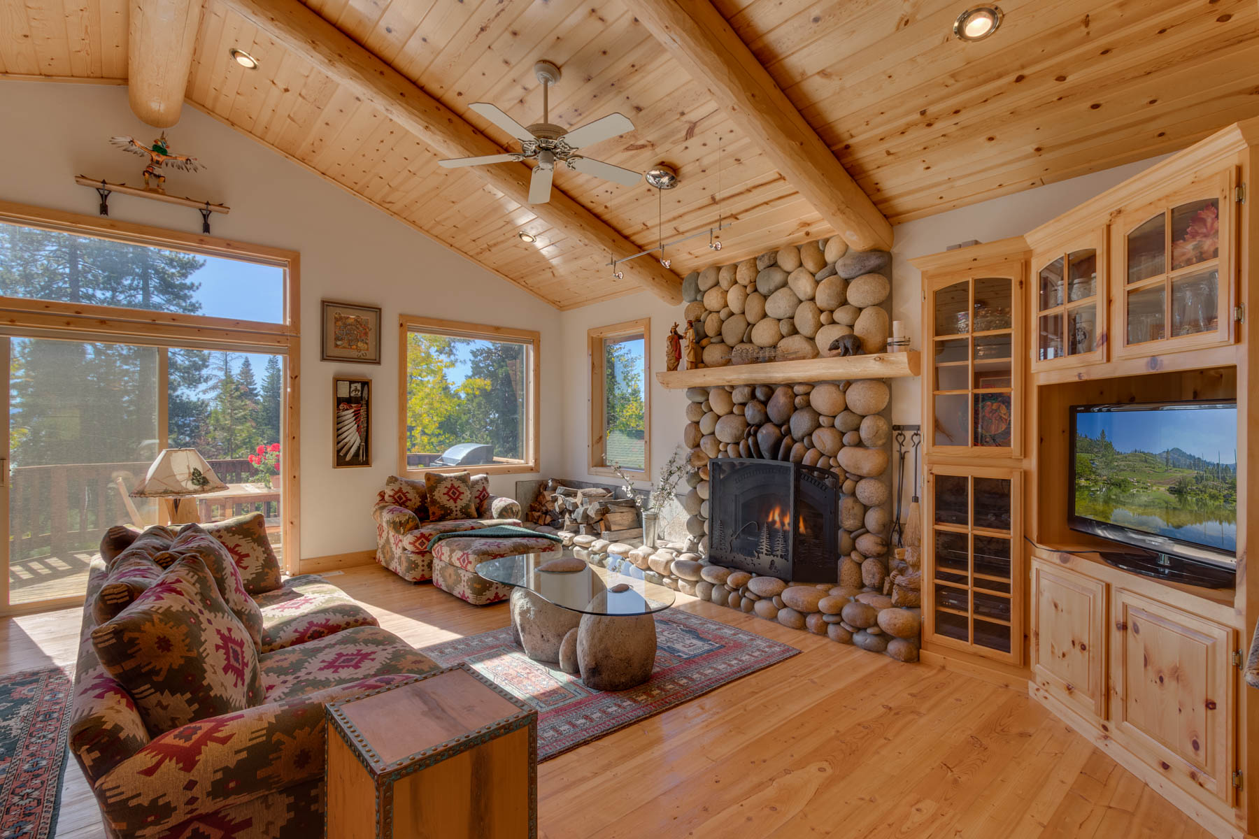Additional photo for property listing at 375 Fawn Lane, Tahoe City, CA 96148 375 Fawn Lane Tahoe Vista, California 96148 United States