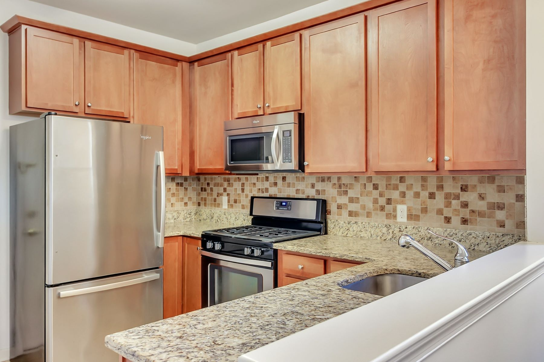 Condominiums por un Venta en Luxury living has never been so convenient and affordable! 410 Howe Ave #15 Passaic, Nueva Jersey 07055 Estados Unidos