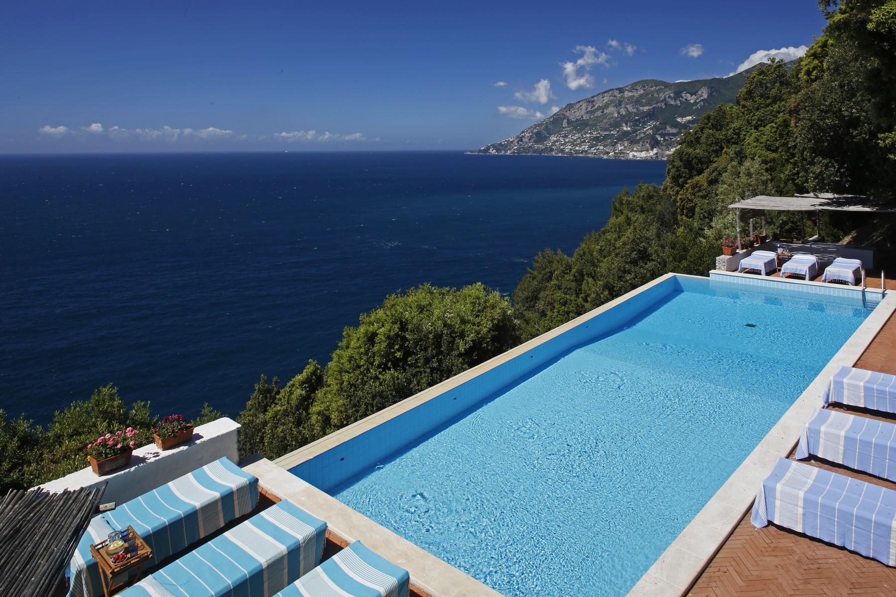 Additional photo for property listing at Villa pied dans l'eau in Amalfi coast  Maiori, Salerno 84100 Italy