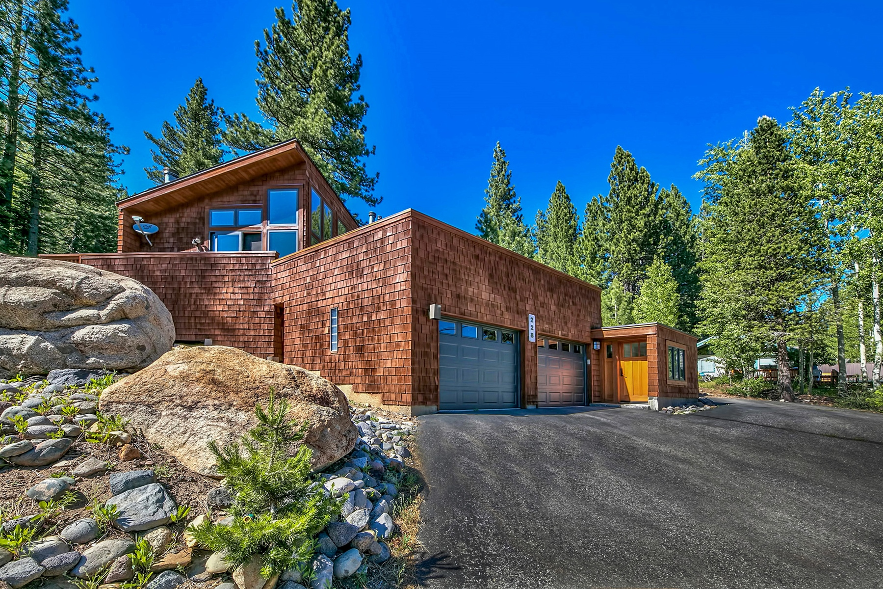 Additional photo for property listing at 228 Tiger Trail Road, Olympic Valley CA 96146 228 Tiger Tail Road Olympic Valley, California 96146 United States