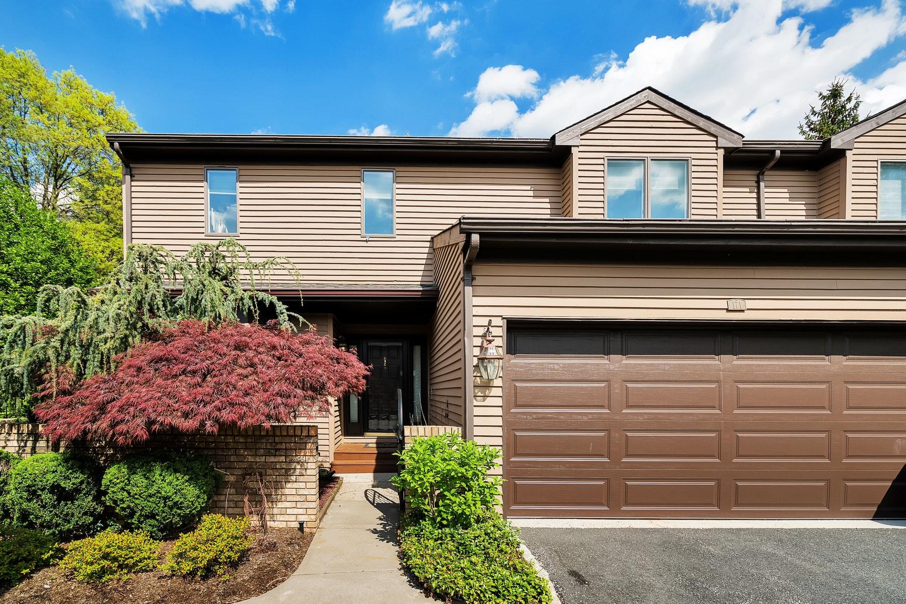 Maison accolée pour l Vente à Beautiful Braeburn Unit 171 Van Winkle Ln Mahwah, New Jersey 07430 États-Unis