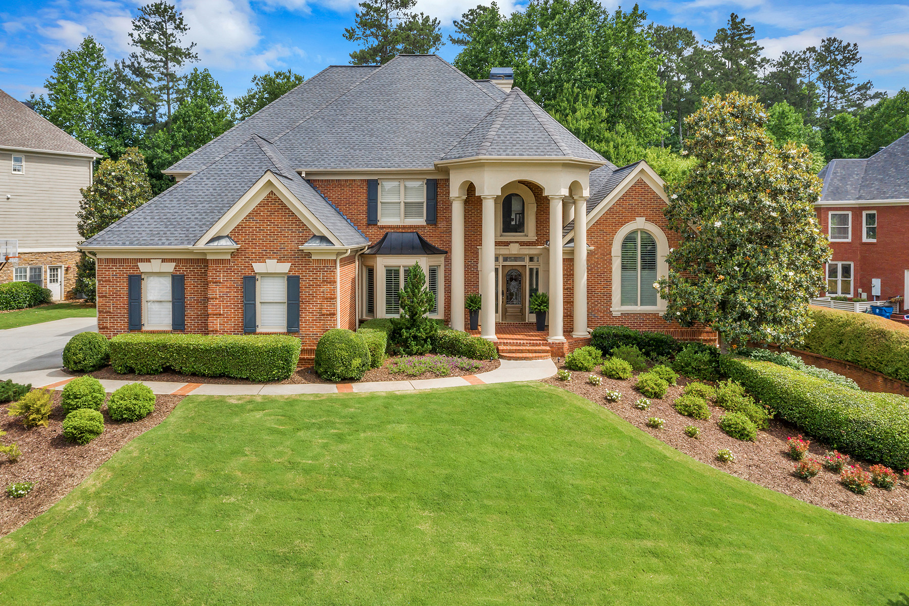 Single Family Homes для того Продажа на Stunning Windward Home With Resort-Style Outdoor Living 2205 Lake Shore Landing, Alpharetta, Джорджия 30005 Соединенные Штаты