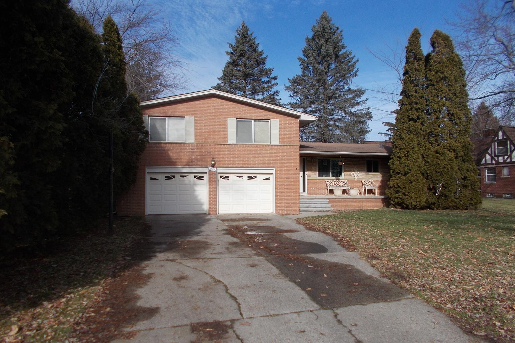Single Family Homes para Venda às Lathrup Village 26651 Meadowbrook Way, Lathrup Village, Michigan 48076 Estados Unidos
