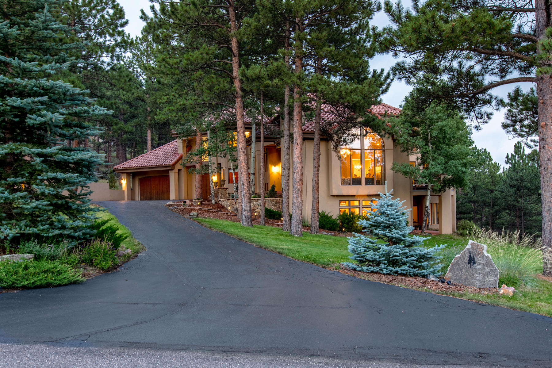 Additional photo for property listing at Grand Mountain Home Located on a Secluded Cul-De-Sac 2784 Cortina Lane Evergreen, Colorado 80439 United States