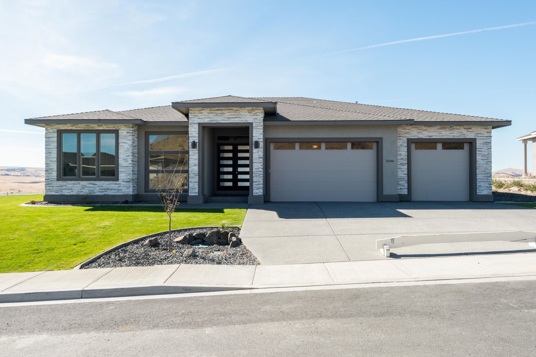 Single Family Homes por un Venta en Infinity Luxe Home with Geothermal 2346 S Young Court Kennewick, Washington 99336 Estados Unidos