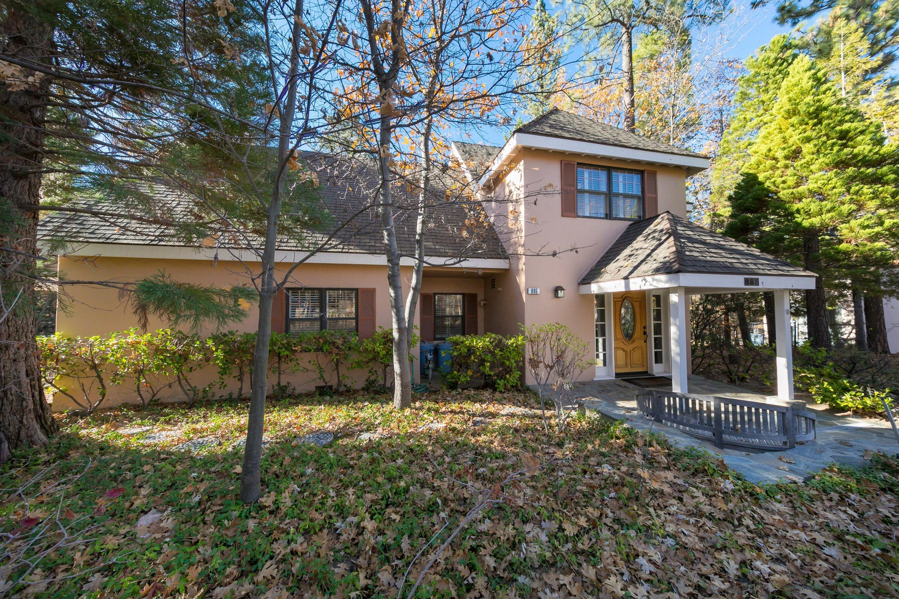 Villa per Vendita alle ore 886 Osprey Lane, Lake Arrowhead Lake Arrowhead, California, 92352 Stati Uniti