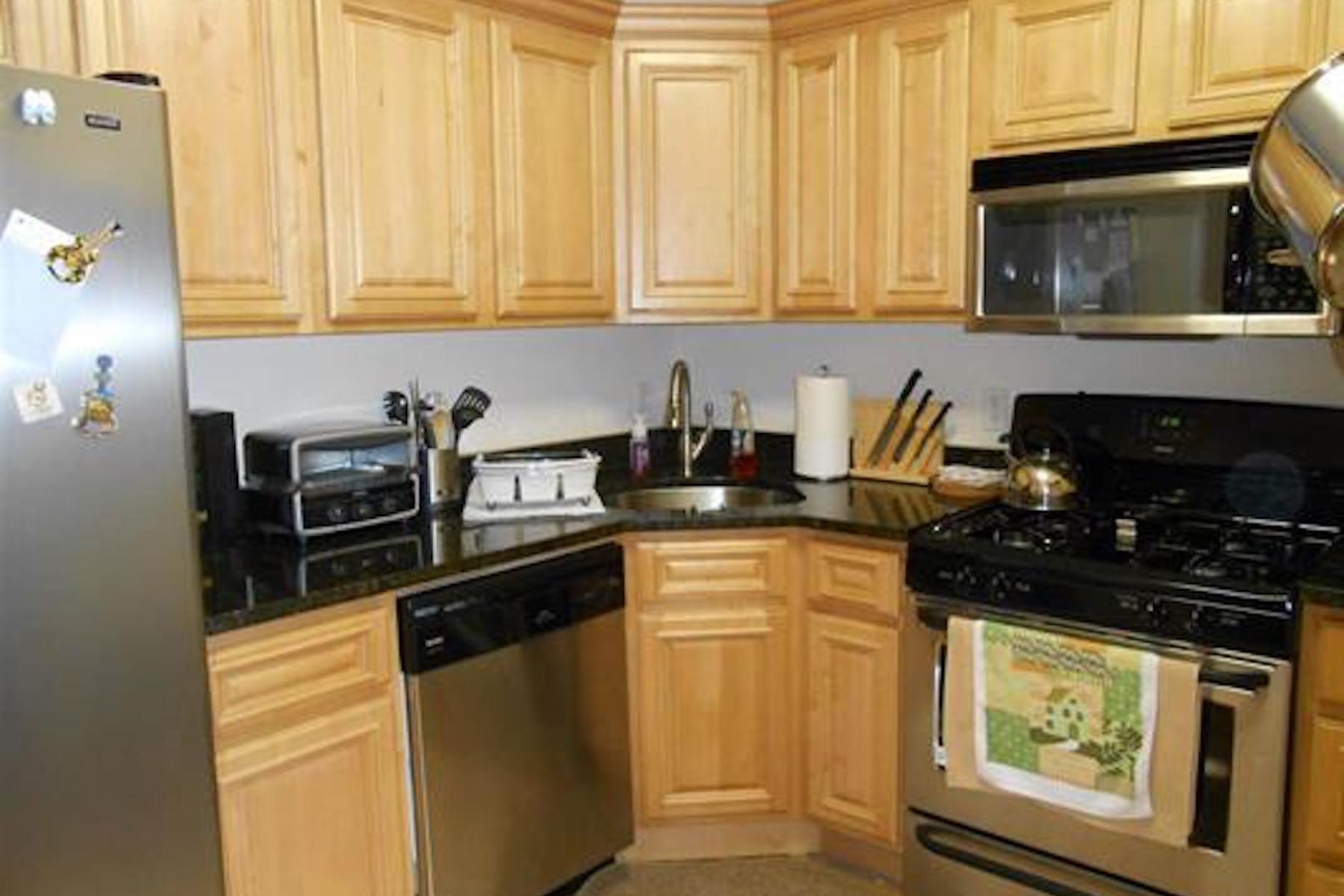 Single Family Homes vì Bán tại This Enchanting 2 bedroom, 2 bath home in the heart of Union City 605 New York Ave #303, Union City, New Jersey 07087 Hoa Kỳ