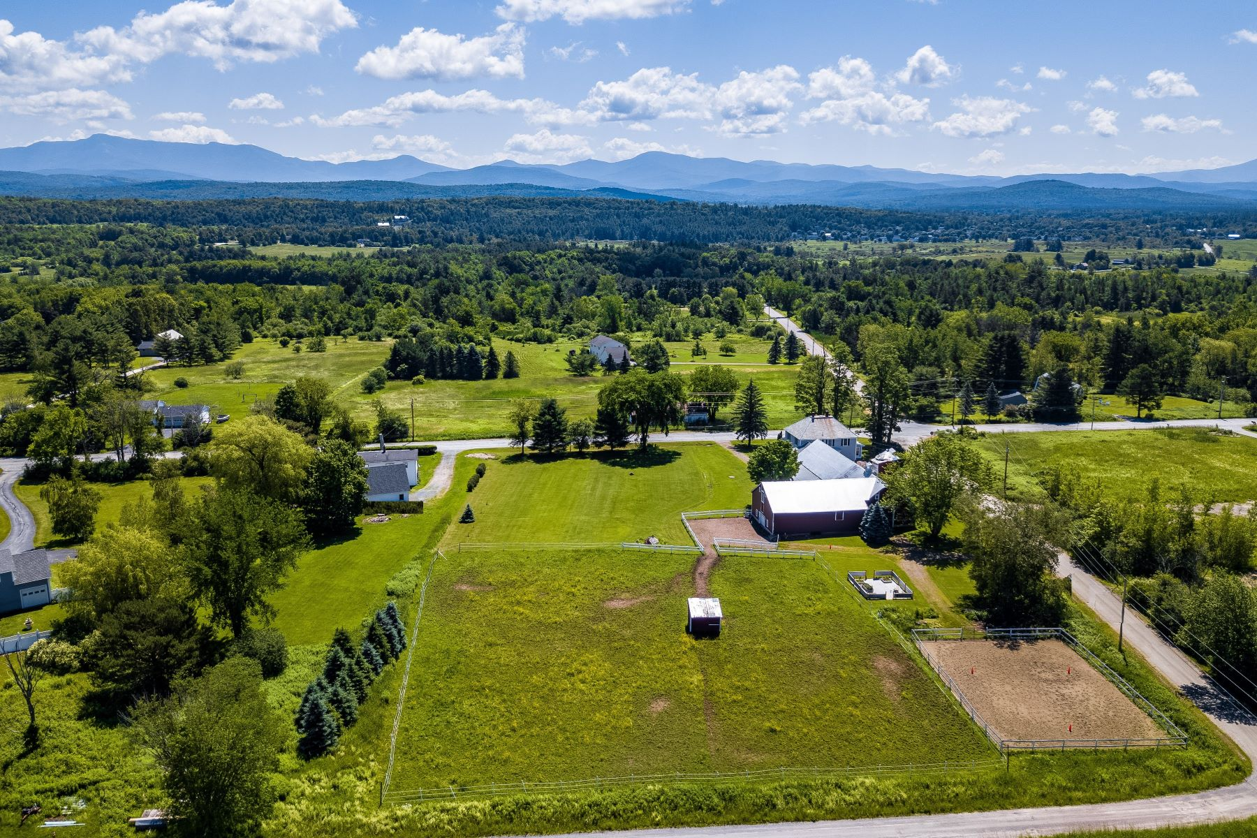 Single Family Homes for Sale at 140 Old Stage Road, Essex 140 Old Stage Rd Essex, Vermont 05452 United States