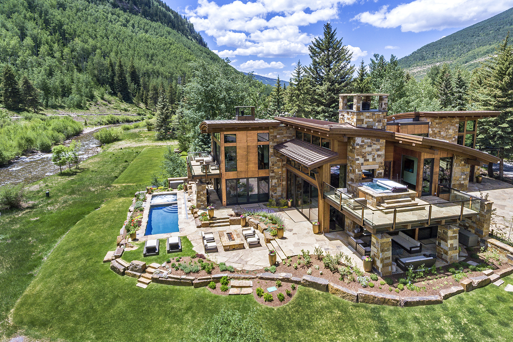 Casa Unifamiliar por un Venta en Modern Masterpiece on Gore Creek 2950 Booth Creek Drive Vail, Colorado 81657 Estados Unidos