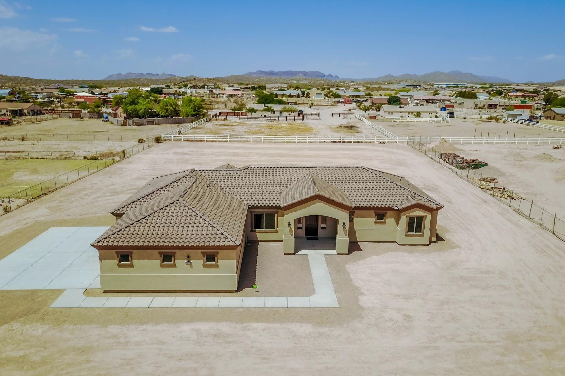 Casa Unifamiliar por un Venta en Meticulously crafted well-built home 28102 N Edwards Rd San Tan Valley, Arizona, 85143 Estados Unidos