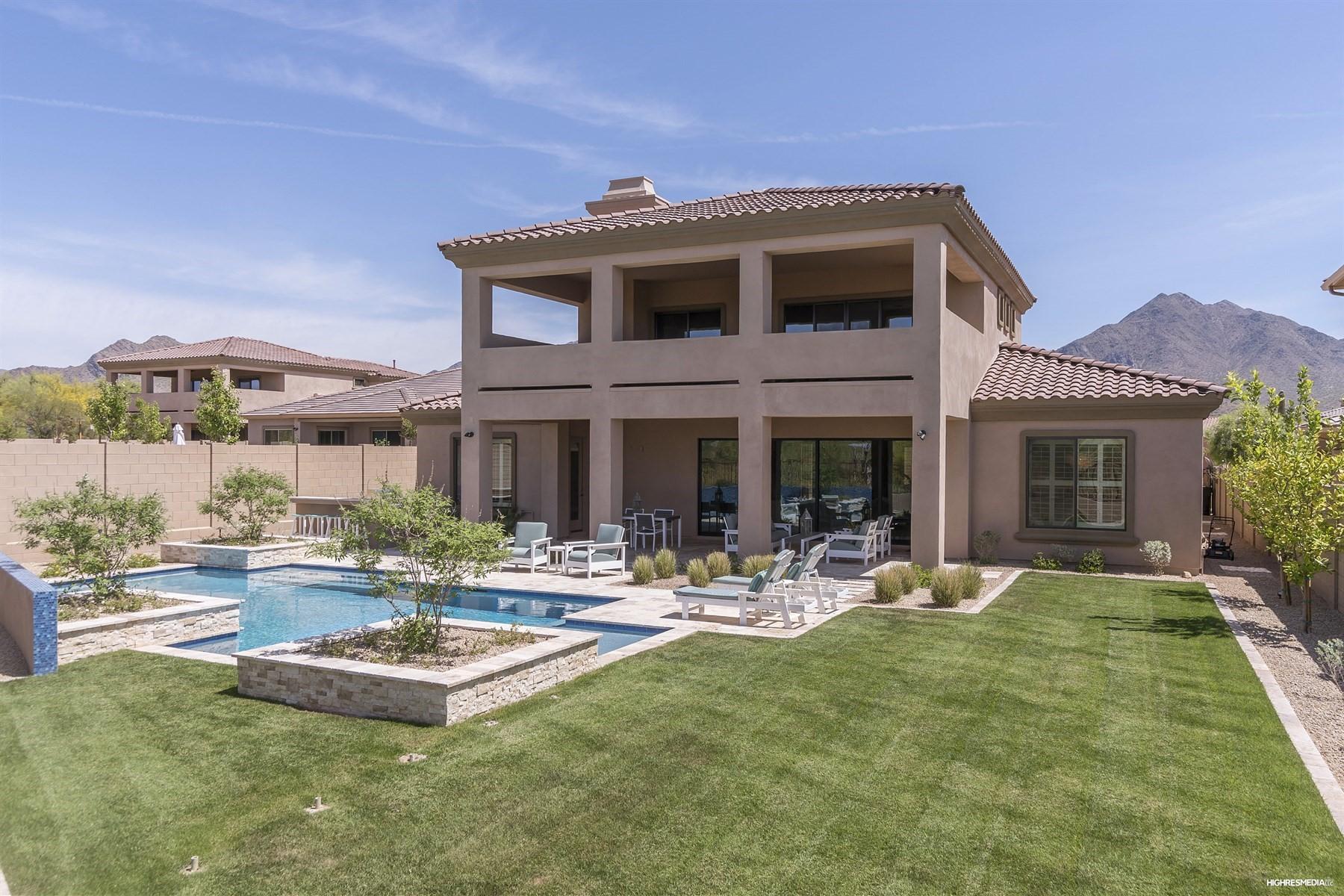 Maison unifamiliale pour l Vente à Gorgeous two story home with glorious views 18510 N 96th Way Scottsdale, Arizona, 85255 États-Unis