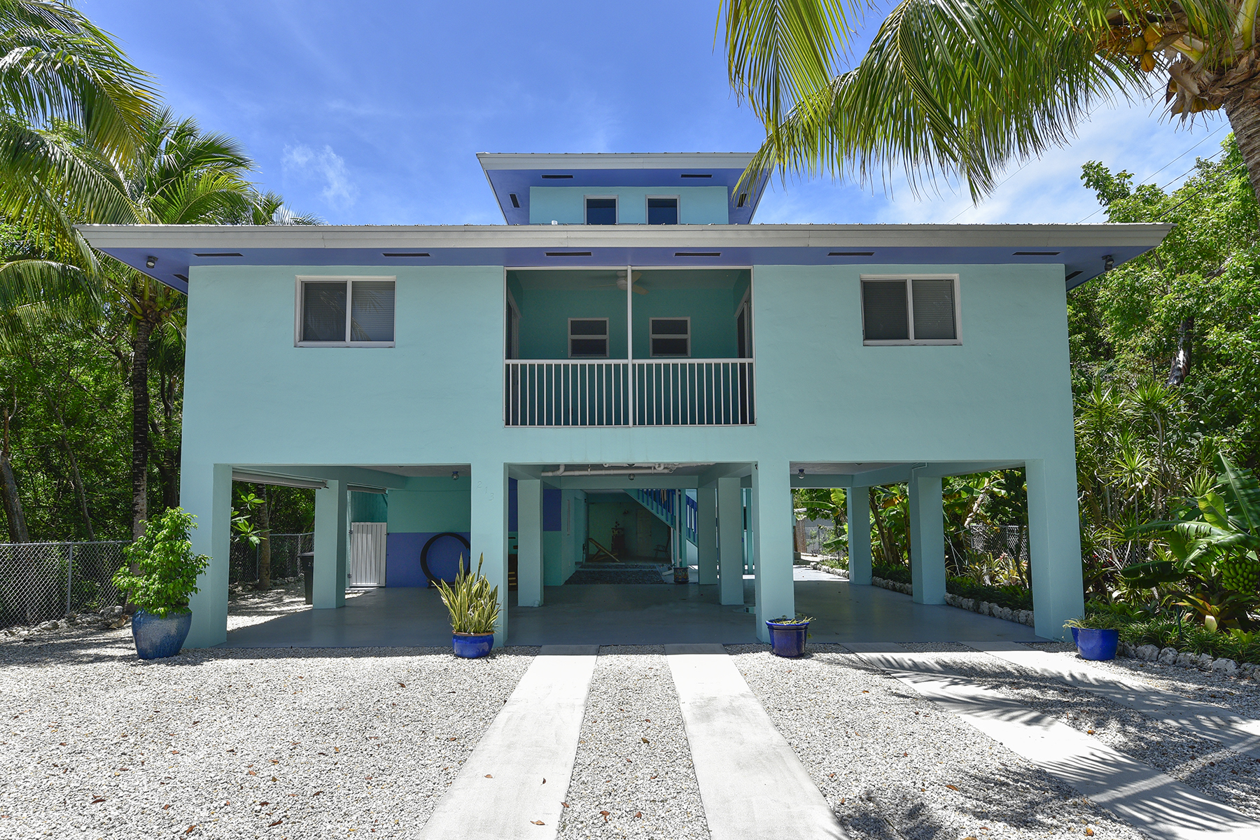 Flerfamiljshus för Försäljning vid Desirable Port Largo Location 213 Atlantic Blvd Key Largo, Florida 33037 Usa