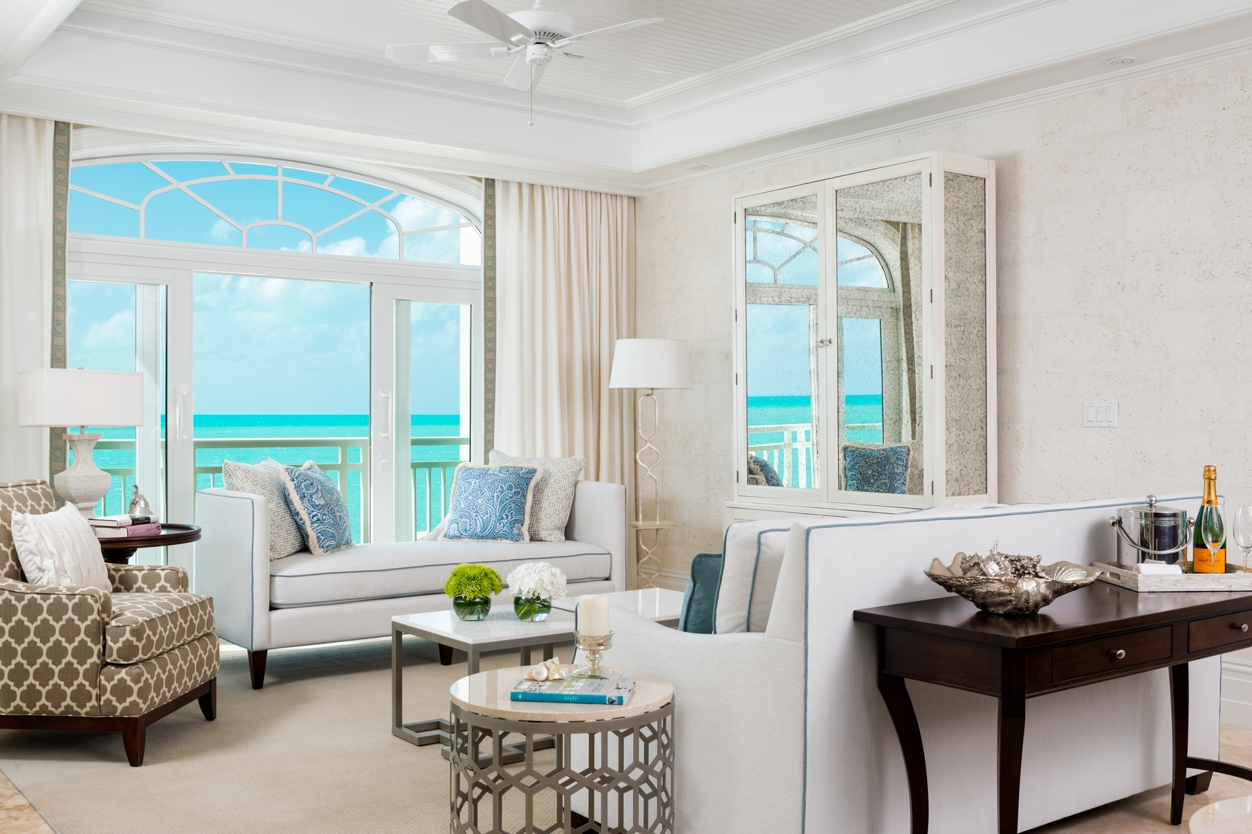 Additional photo for property listing at The Shore Club ~ Suite 1201.02.03 Beachfront Long Bay, Providenciales TCI Islas Turcas Y Caicos