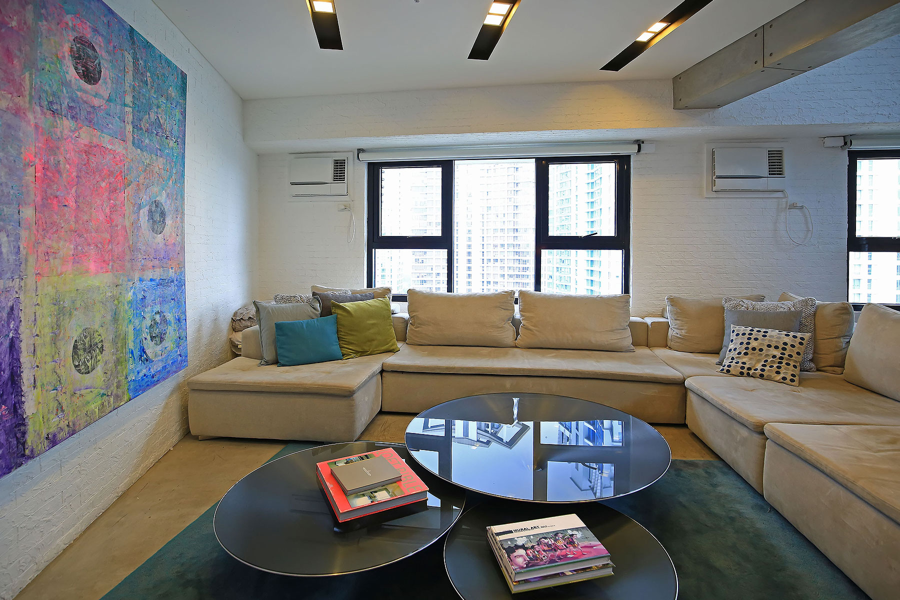 Copropriété pour l Vente à Interior Designed Custom Built New York Style Loft Apartment Taguig, Luzon 1643 Philippines